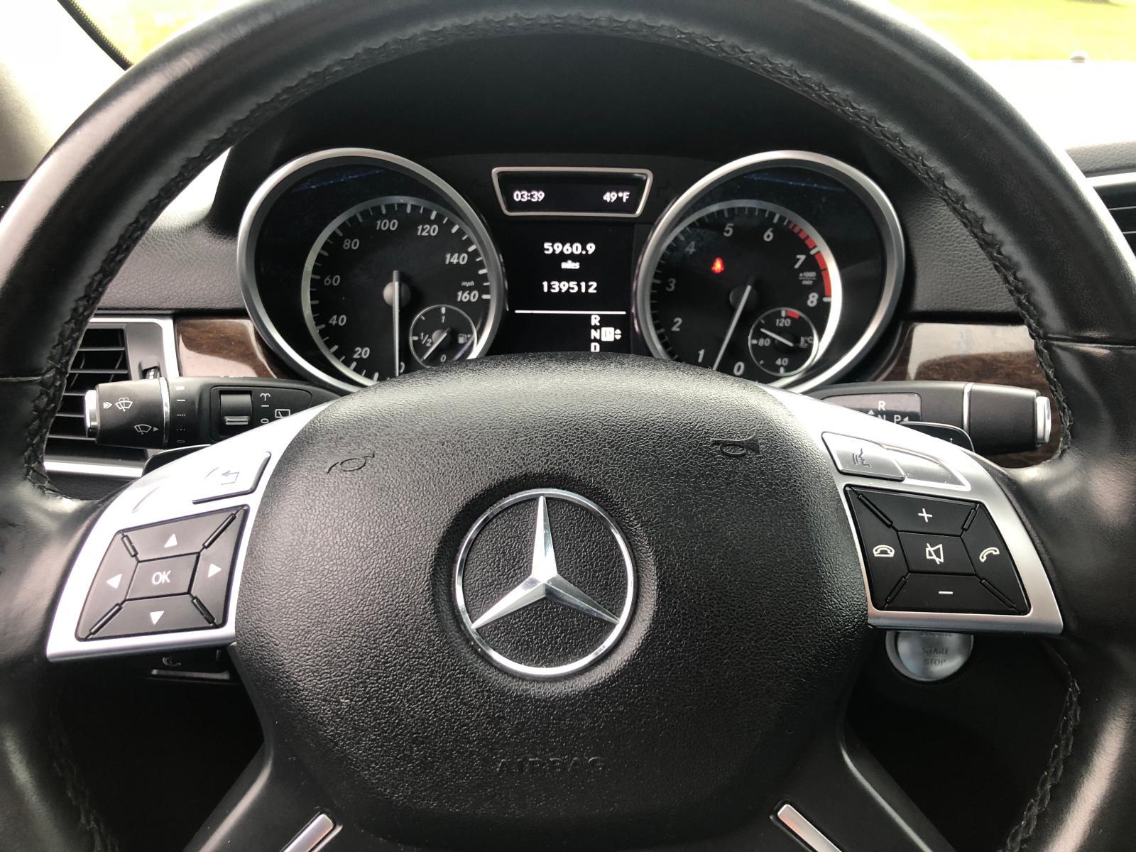 2012 Mercedes-Benz Ml 350 4Ma 3.5L inside view