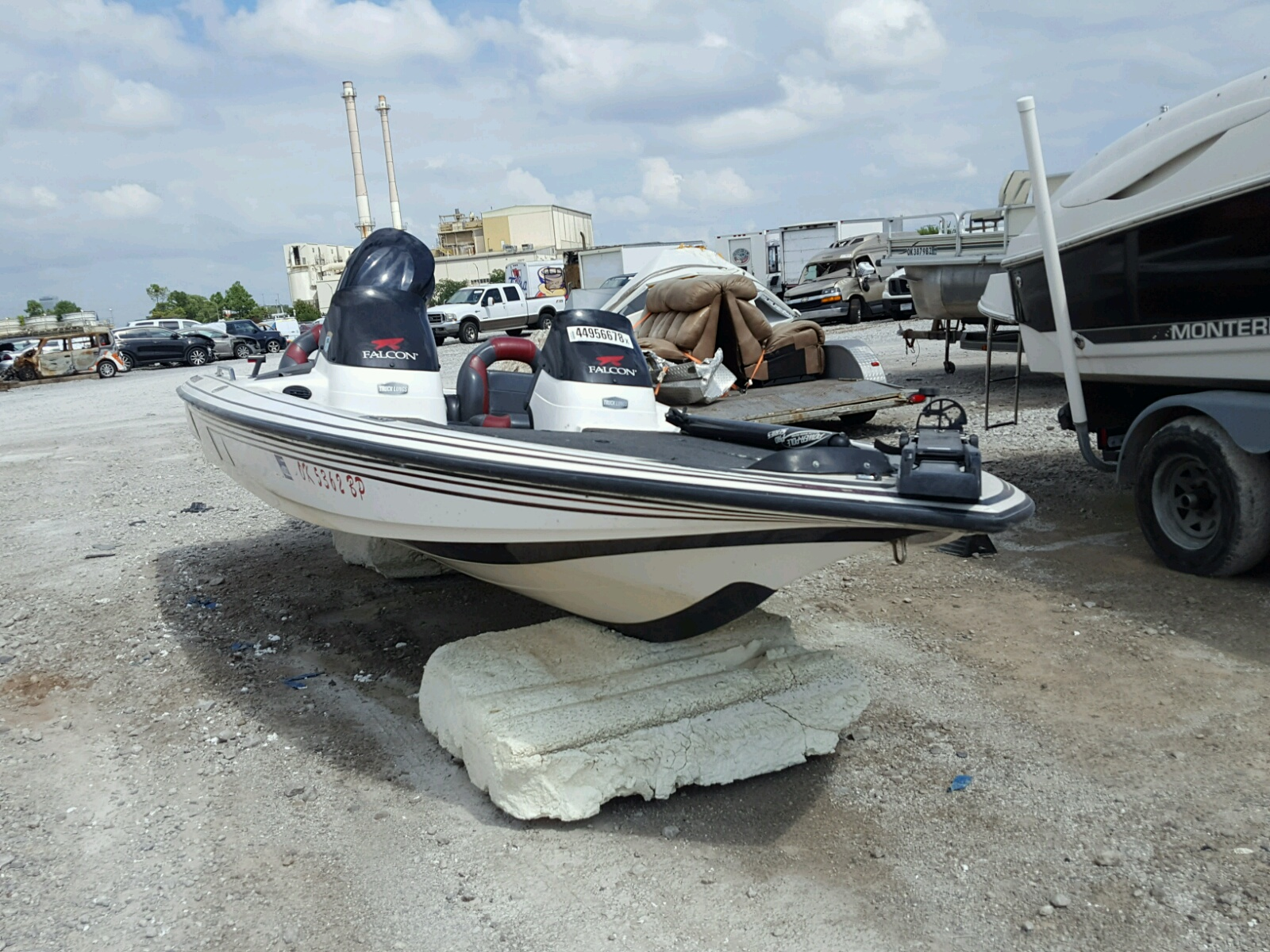 Salvage 2000 Boat MARINE LOT for sale