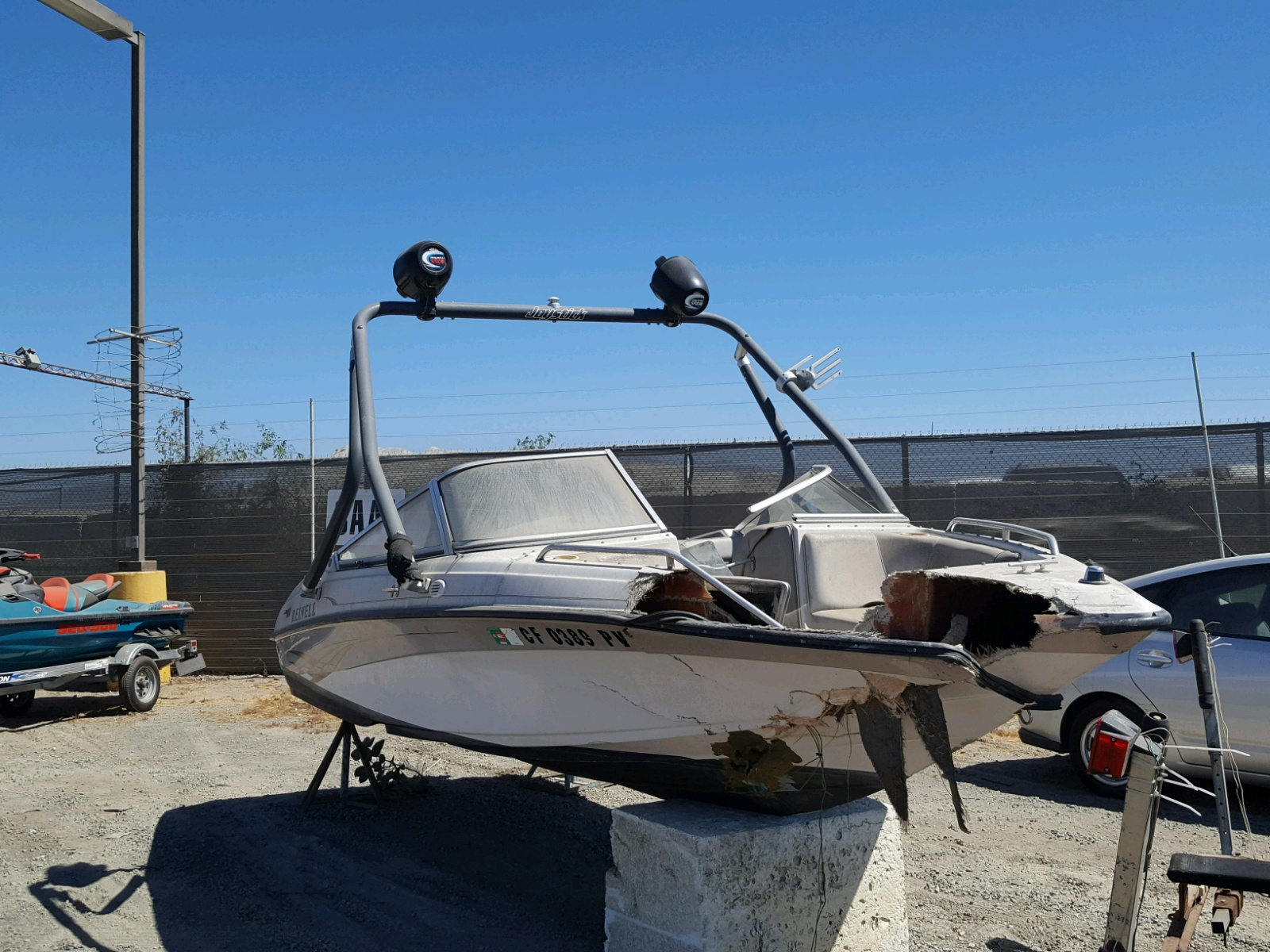 Salvage 2001 Reinell BOAT for sale