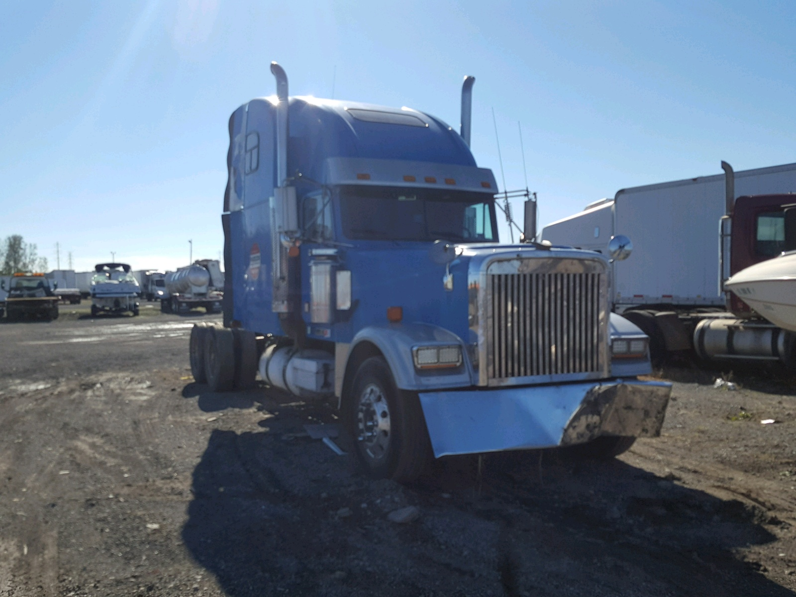 Salvage 2000 Freightliner CONVENTION for sale