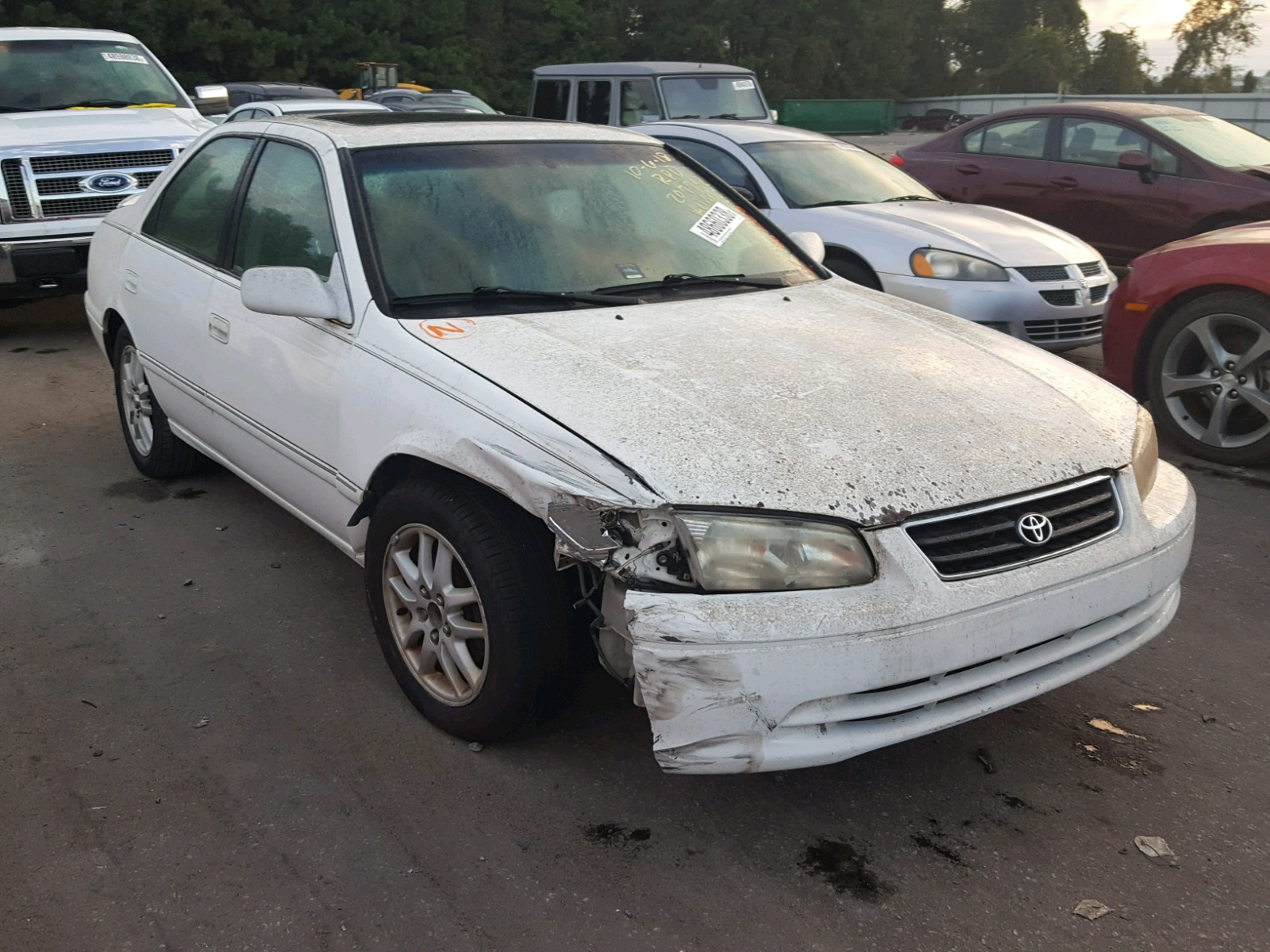Salvage 2000 Toyota CAMRY LE for sale