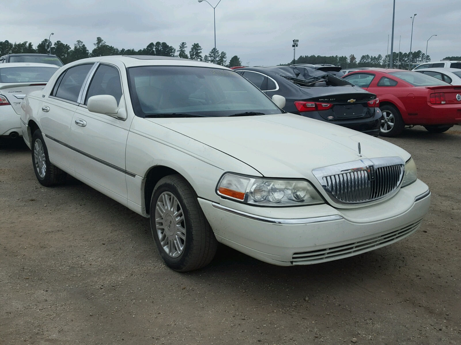 Salvage 2006 Lincoln TOWN CAR S for sale
