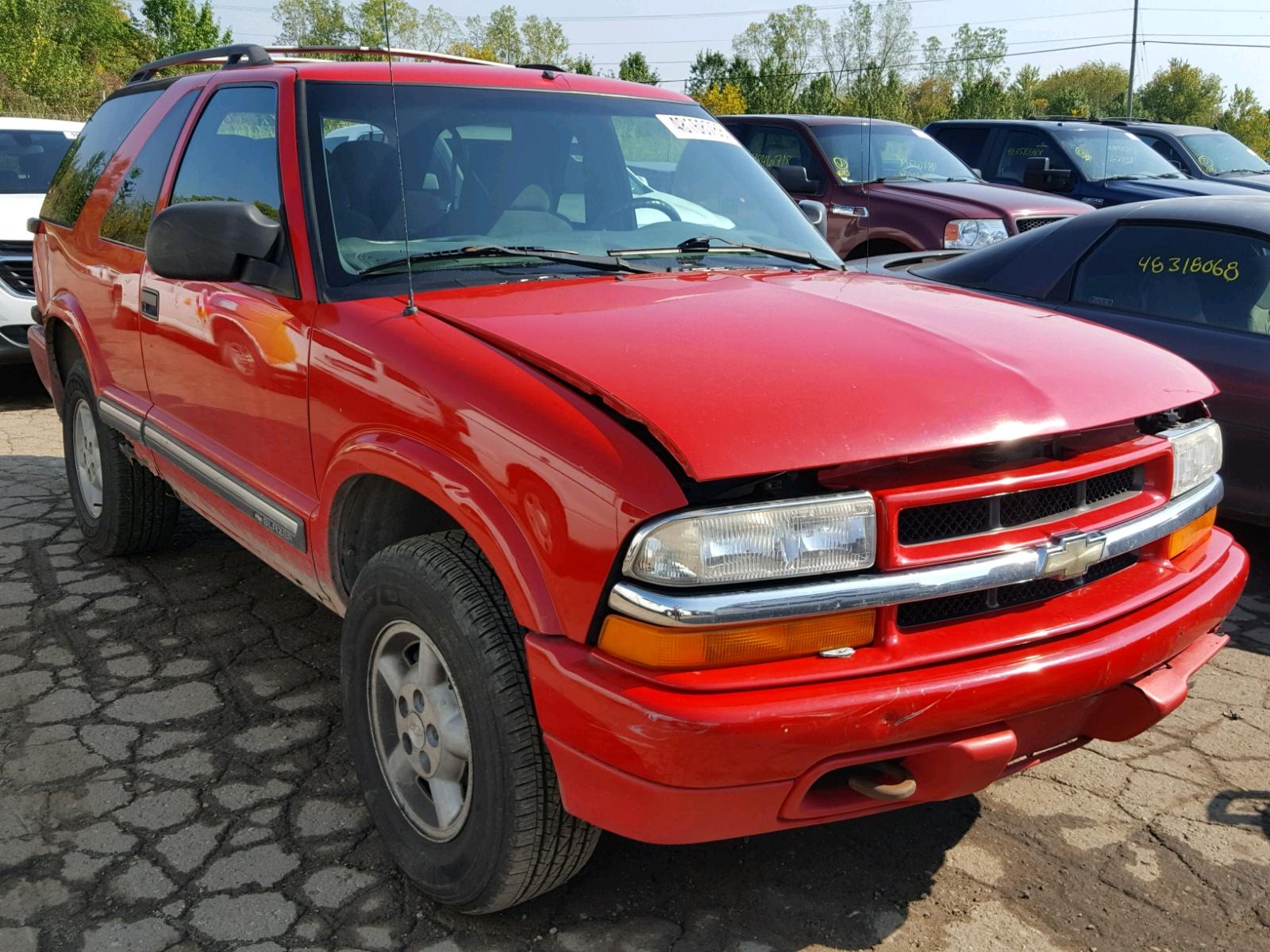 Salvage 2000 Chevrolet BLAZER for sale