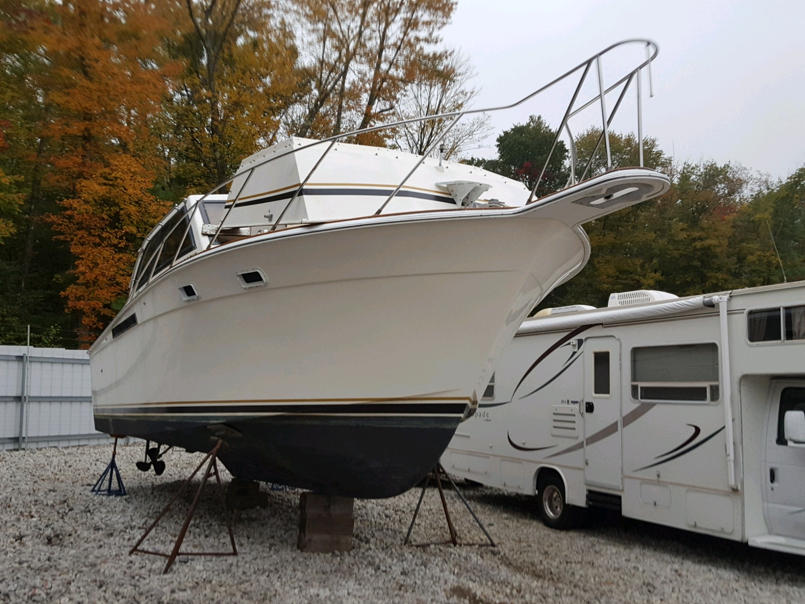 Salvage 1988 Eggh 33 CONVERT for sale