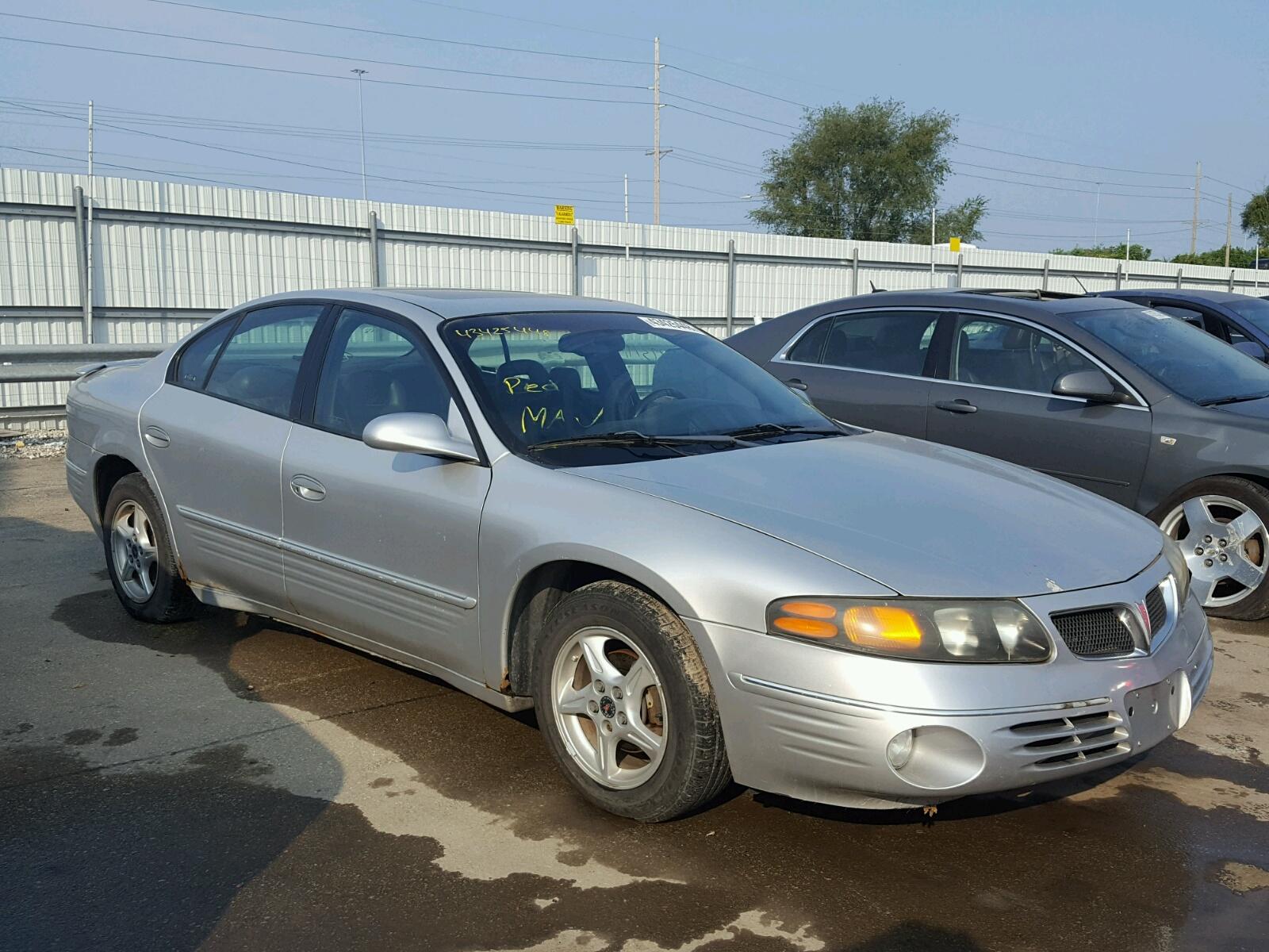 Salvage 2001 Pontiac BONNEVILLE for sale