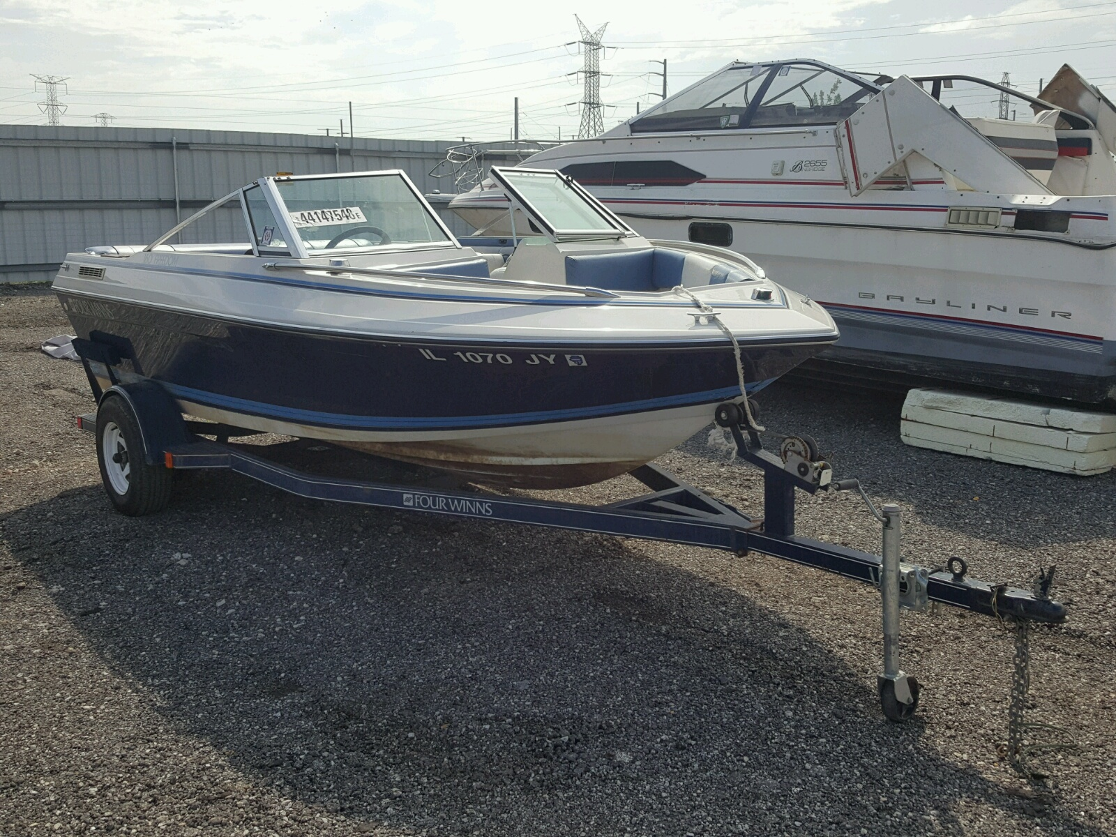 Salvage 1987 Four Winds FREEDOM 16 for sale
