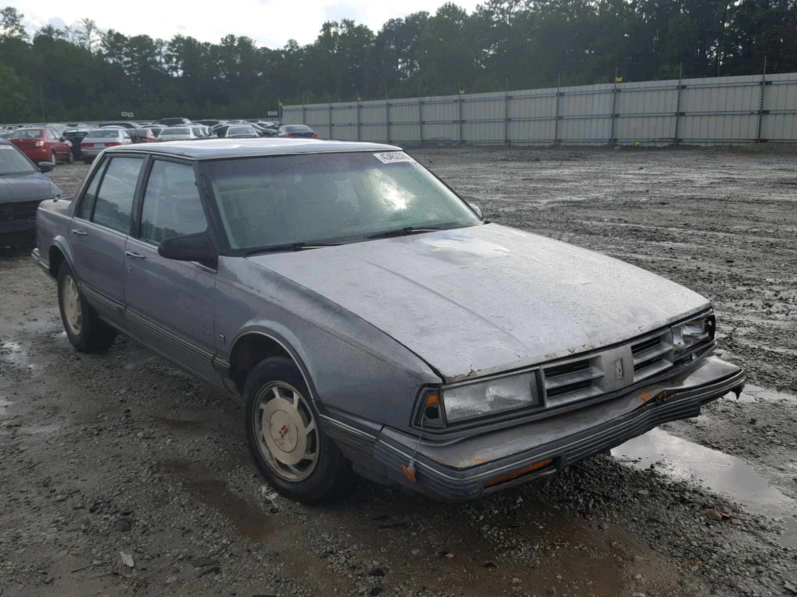 Salvage 1990 Oldsmobile DELTA 88 R for sale