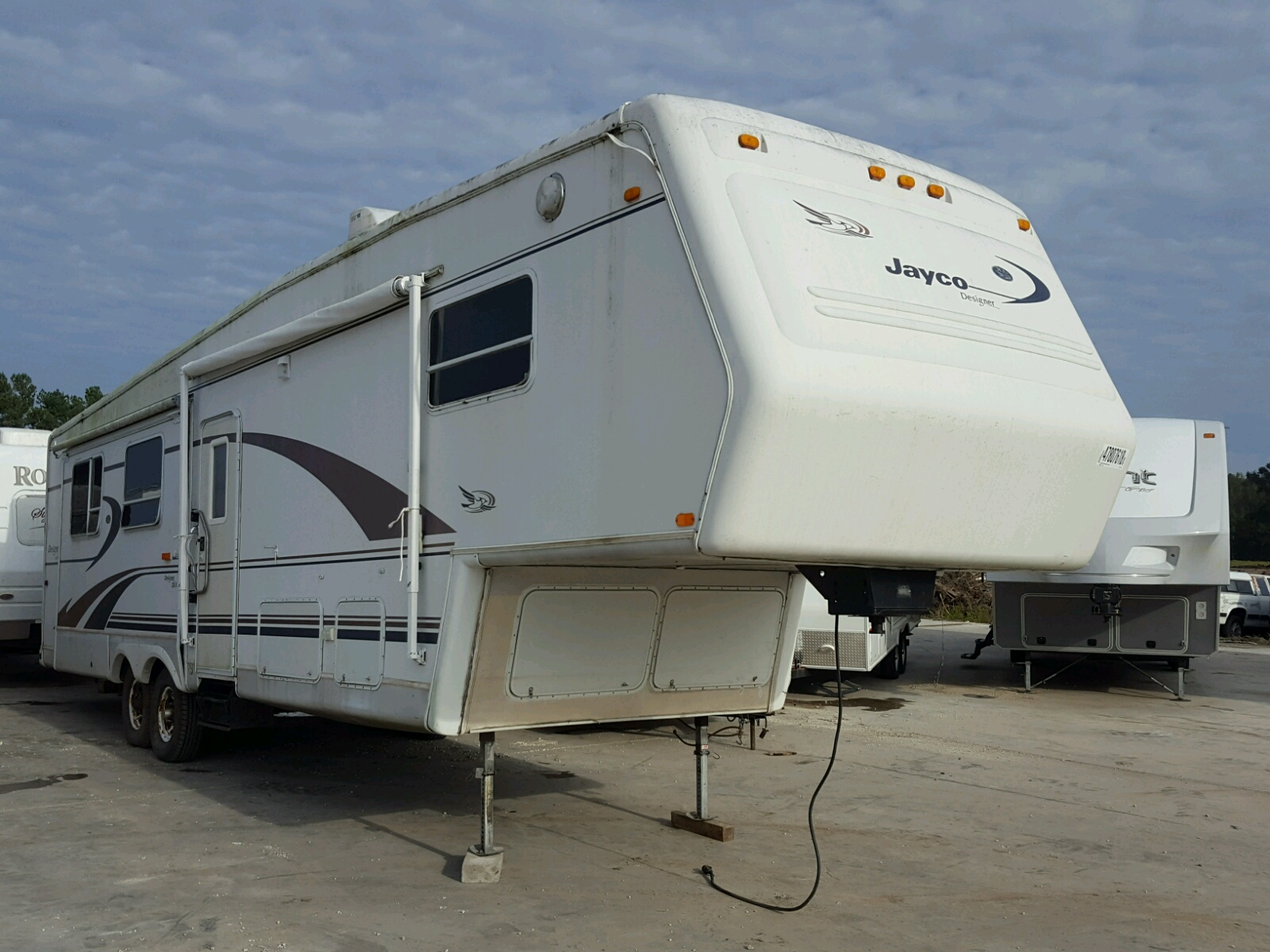 Salvage 1999 Jayco 5TH WHEEL for sale
