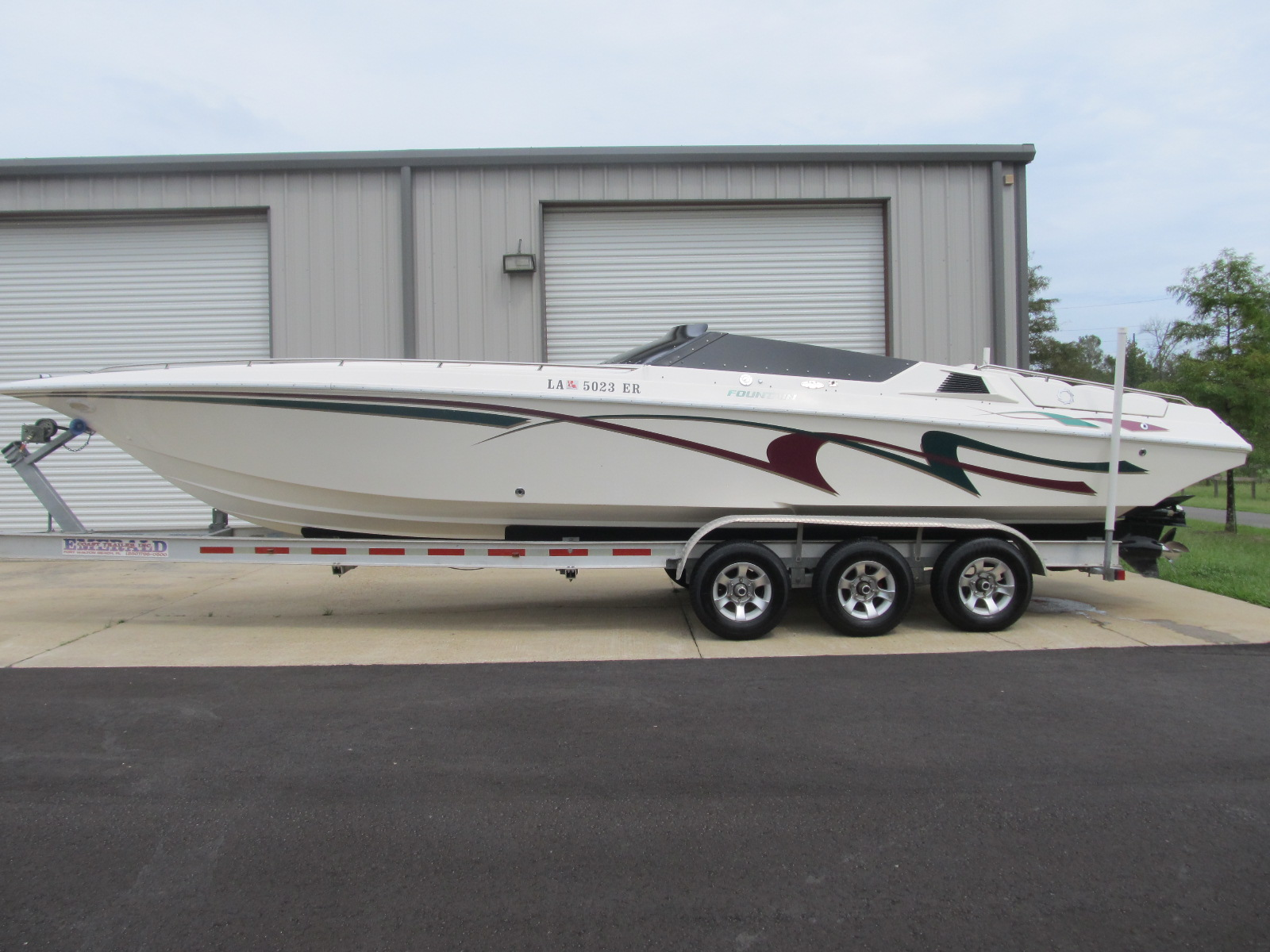 Salvage 1995 Fountain 32 FT for sale