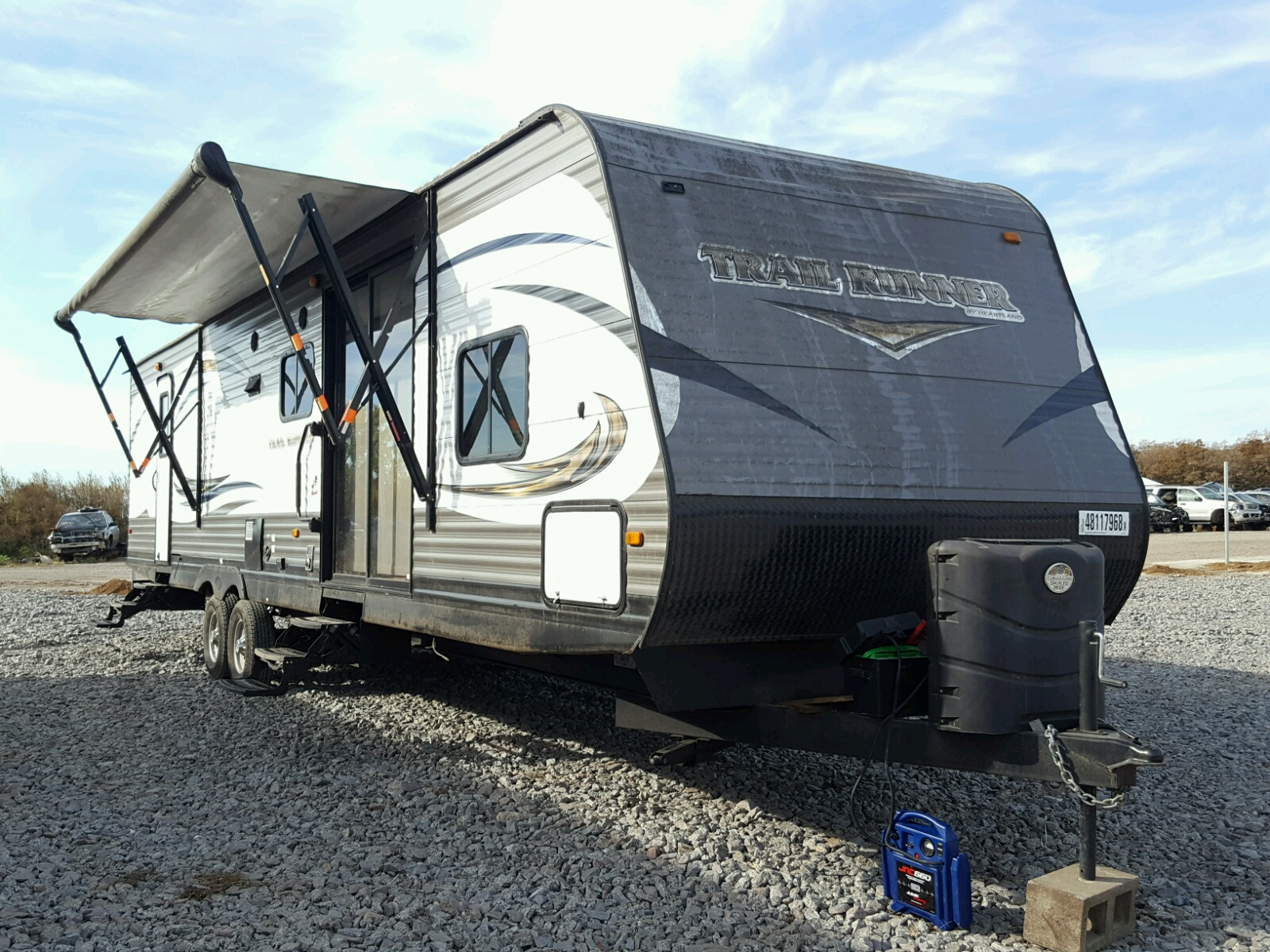 Salvage 2015 Heartland TRAILRUNNR for sale