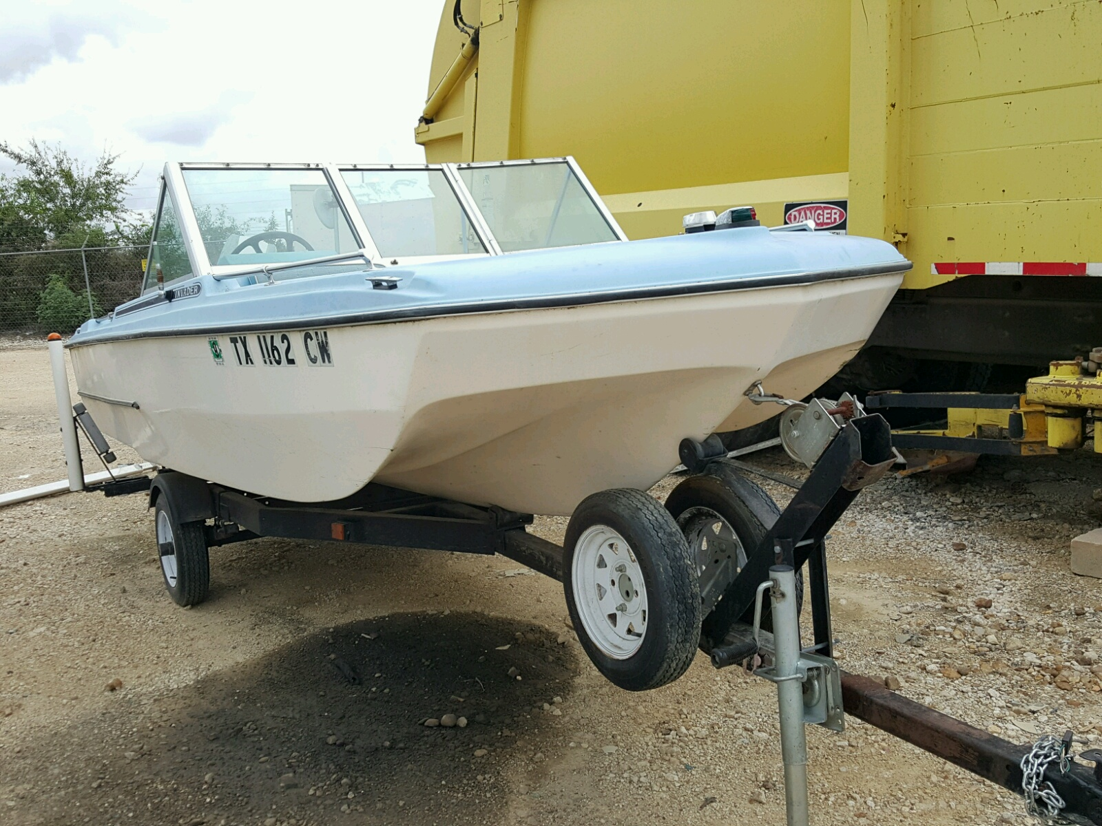 Salvage 1974 Invader TRI-HULL for sale