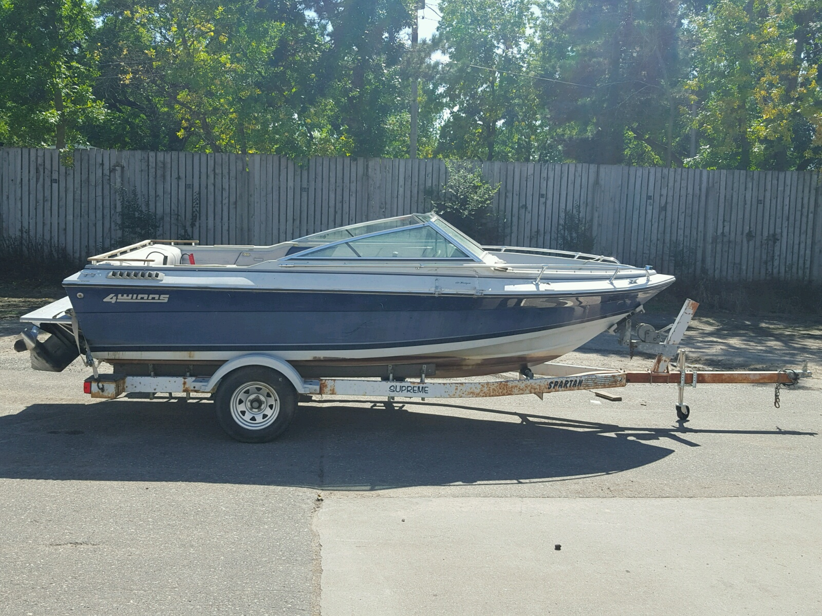 Salvage 1986 Four Winds BOAT for sale