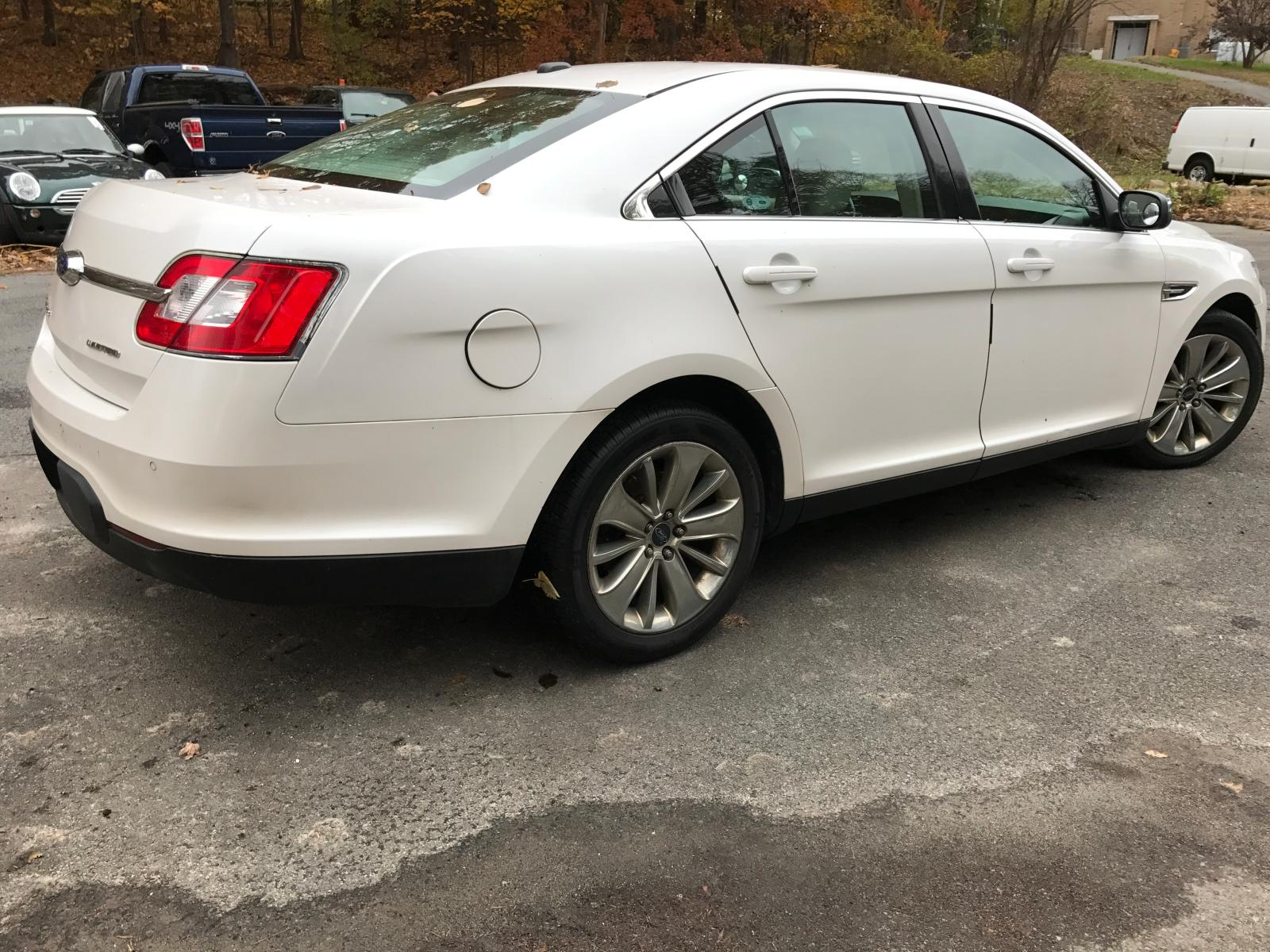 2011 Ford Taurus Lim 3.5L close up View
