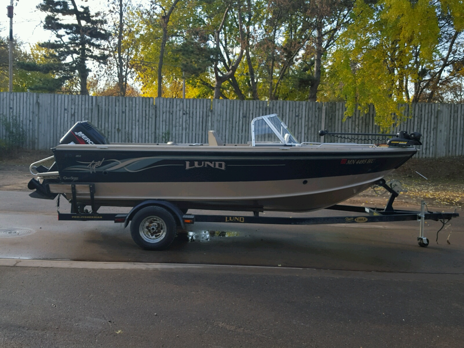 Salvage 2000 Lund BOAT for sale
