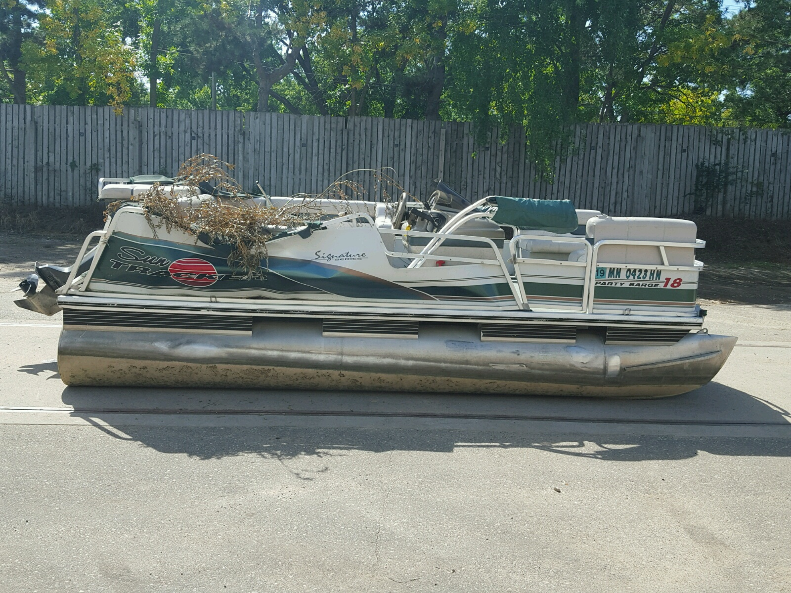 Salvage 1999 Suntracker PARTY BARG for sale