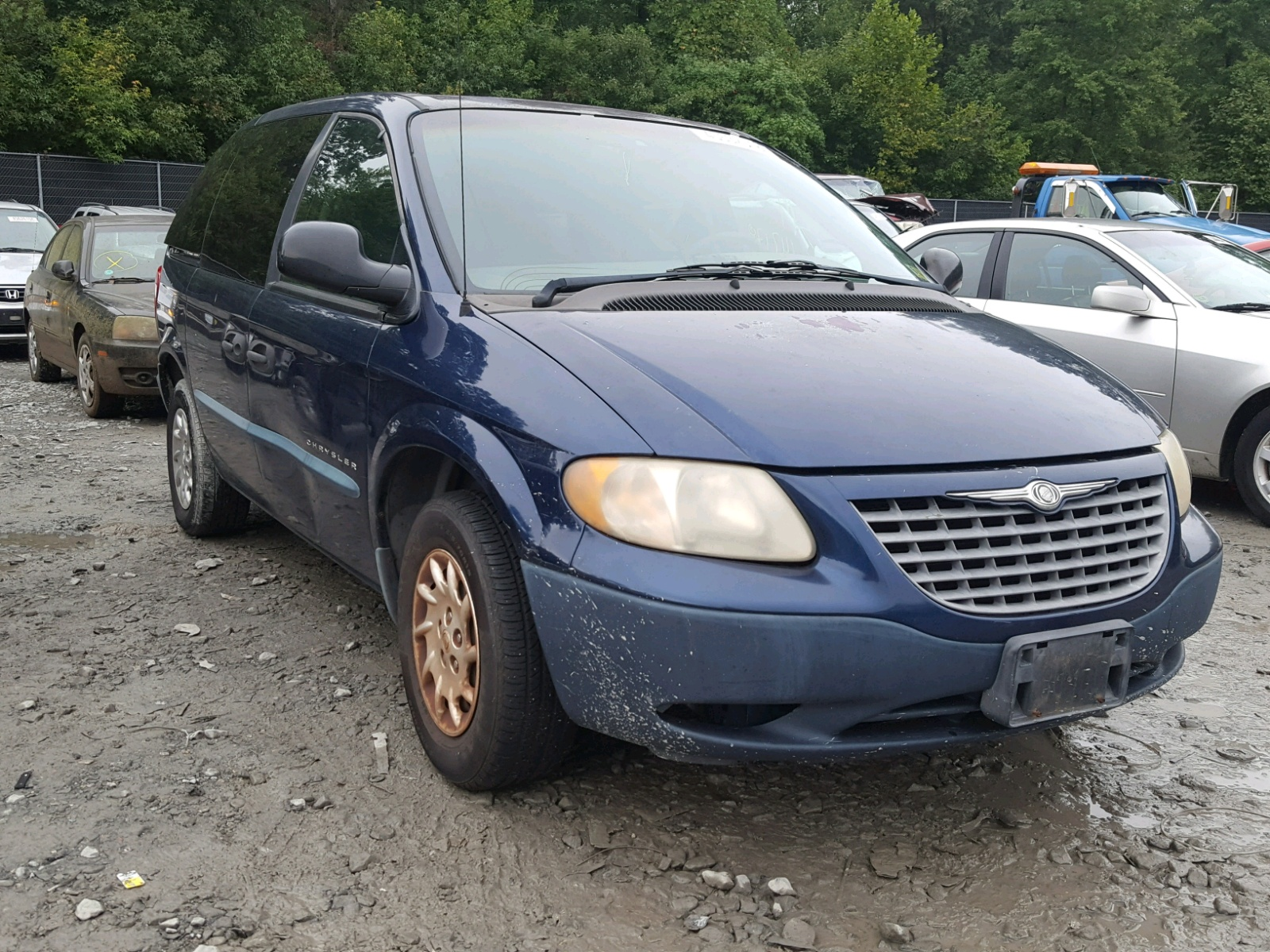 Salvage 2001 Chrysler VOYAGER for sale