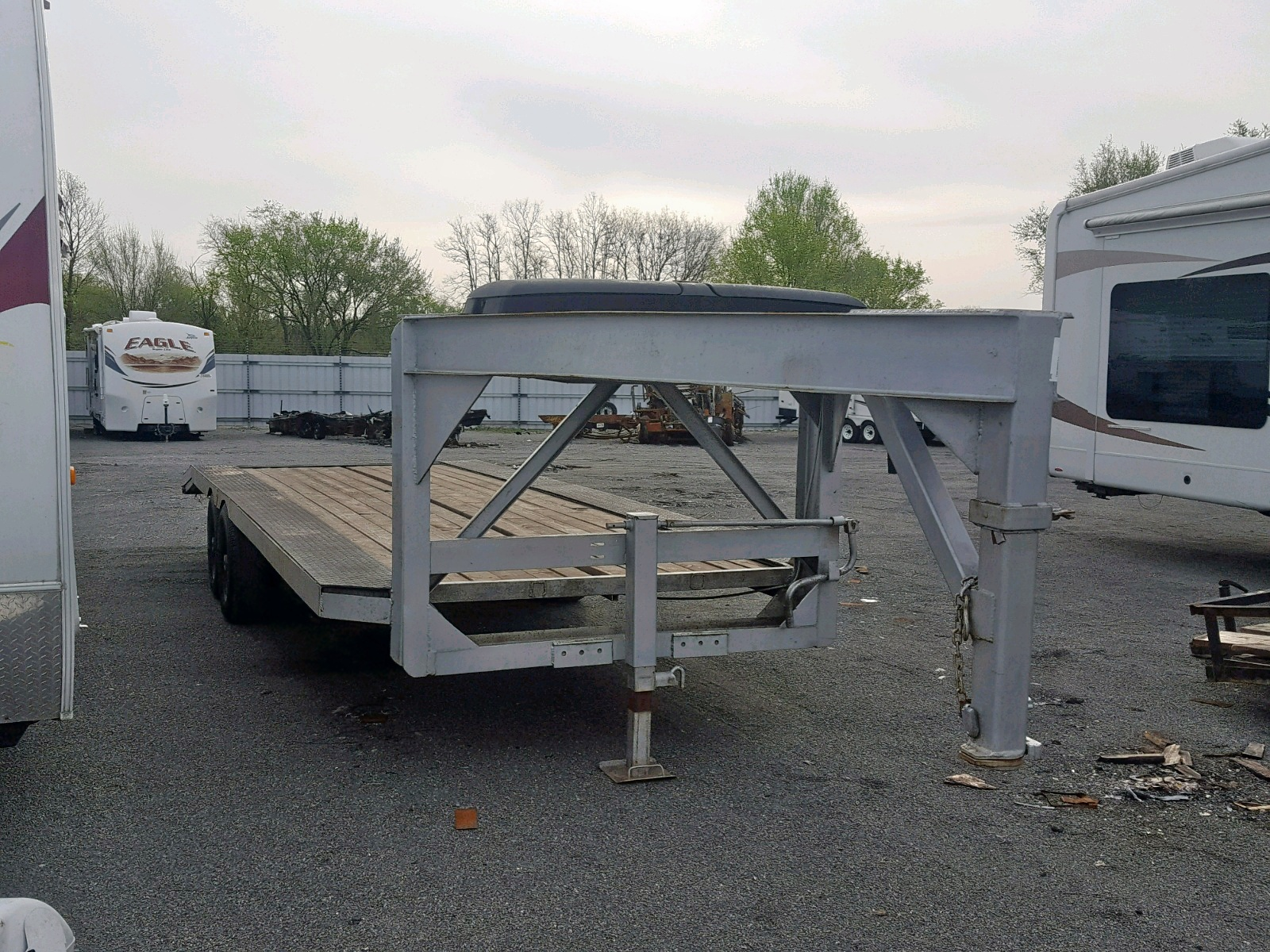 Salvage 2005 Gooseneck Hitch TRAILER for sale