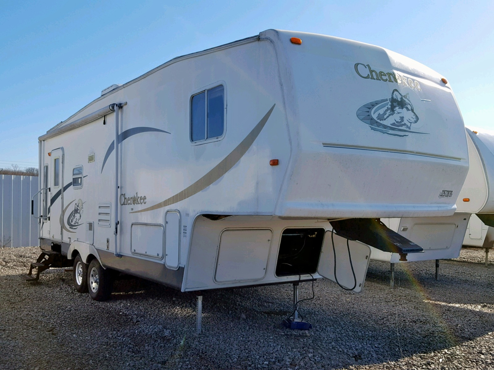 Salvage 2003 Camp 5TH WHEEL for sale