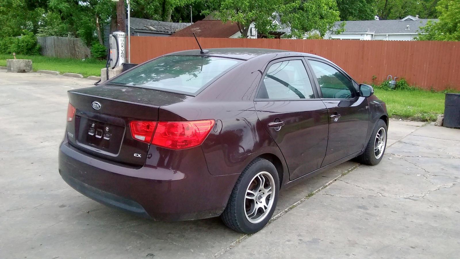 KNAFU4A20B5358577 - 2011 Kia Forte Ex 2.0L rear view