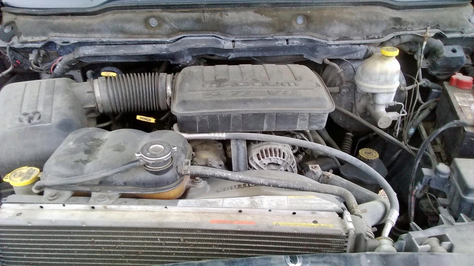 1D7HA18N835231622 - 2003 Dodge Ram 1500 S 4.7L front view