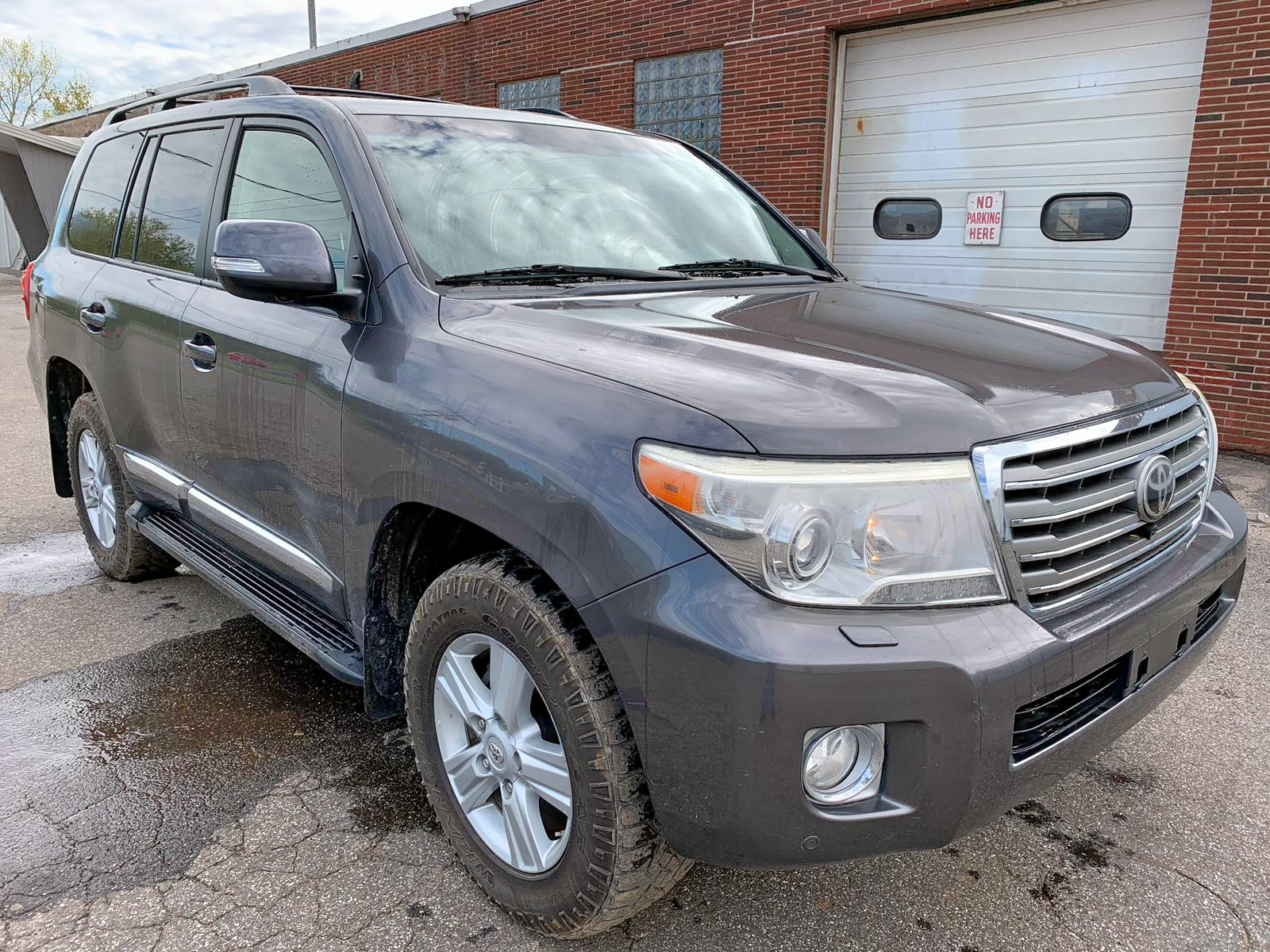 Salvage 2013 Toyota LAND CRUISER for sale