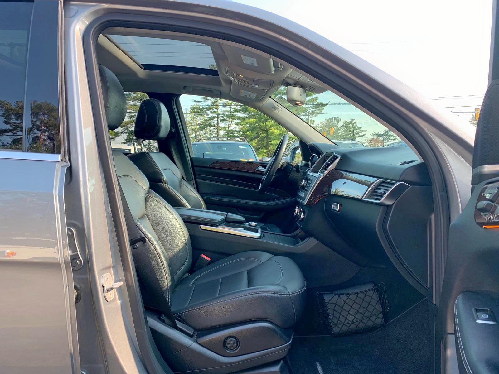 4JGDA5HB5CA030011 - 2012 Mercedes-Benz Ml 350 4Ma 3.5L close up View