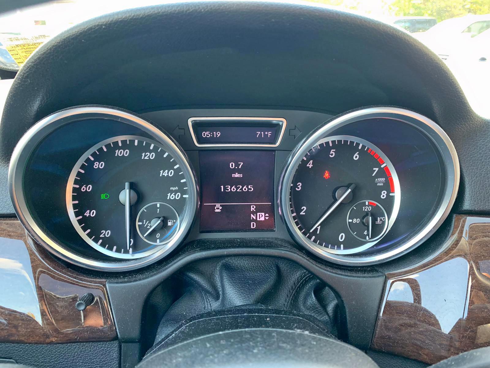 4JGDA5HB5CA030011 - 2012 Mercedes-Benz Ml 350 4Ma 3.5L inside view