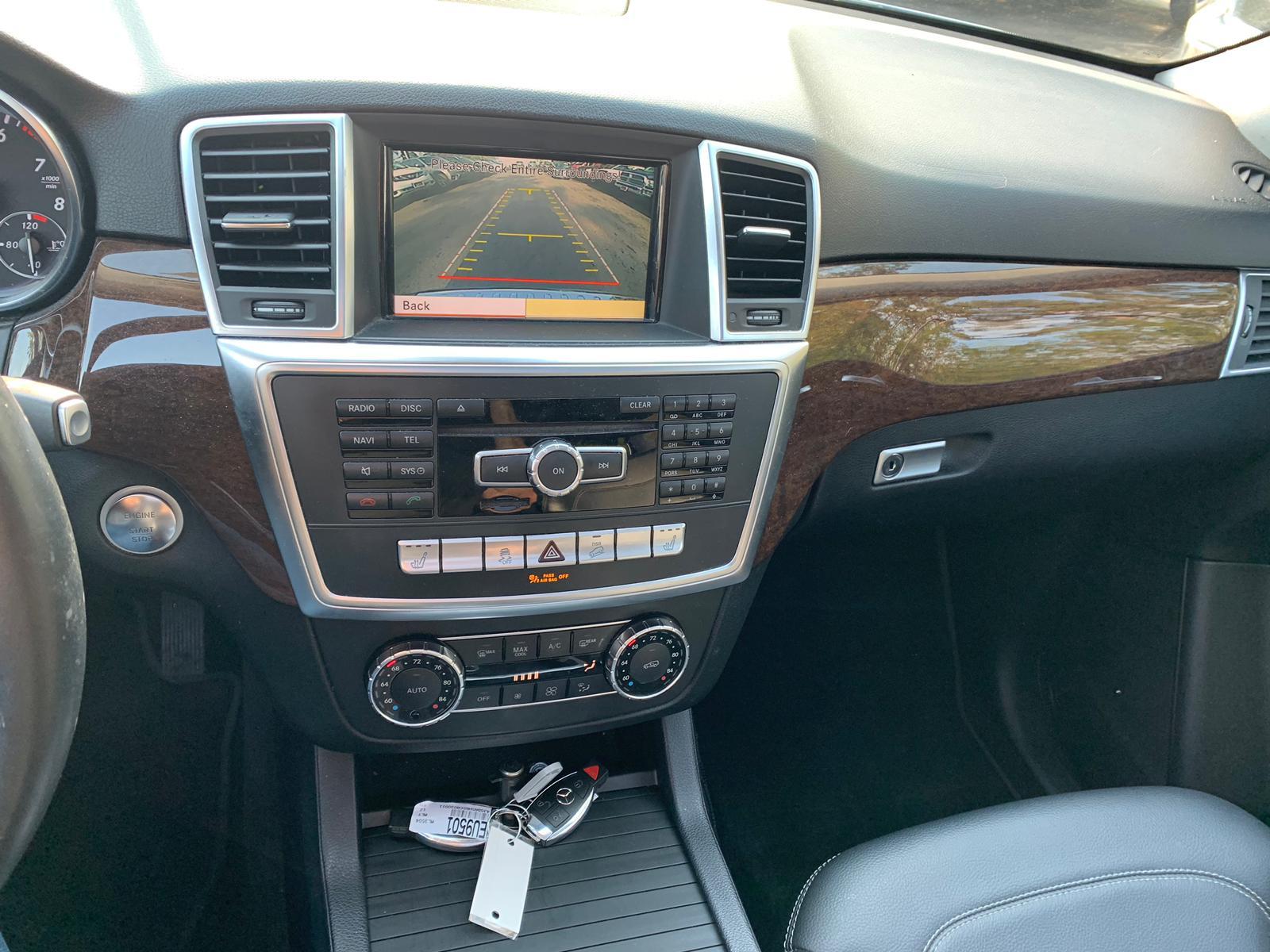4JGDA5HB5CA030011 - 2012 Mercedes-Benz Ml 350 4Ma 3.5L engine view