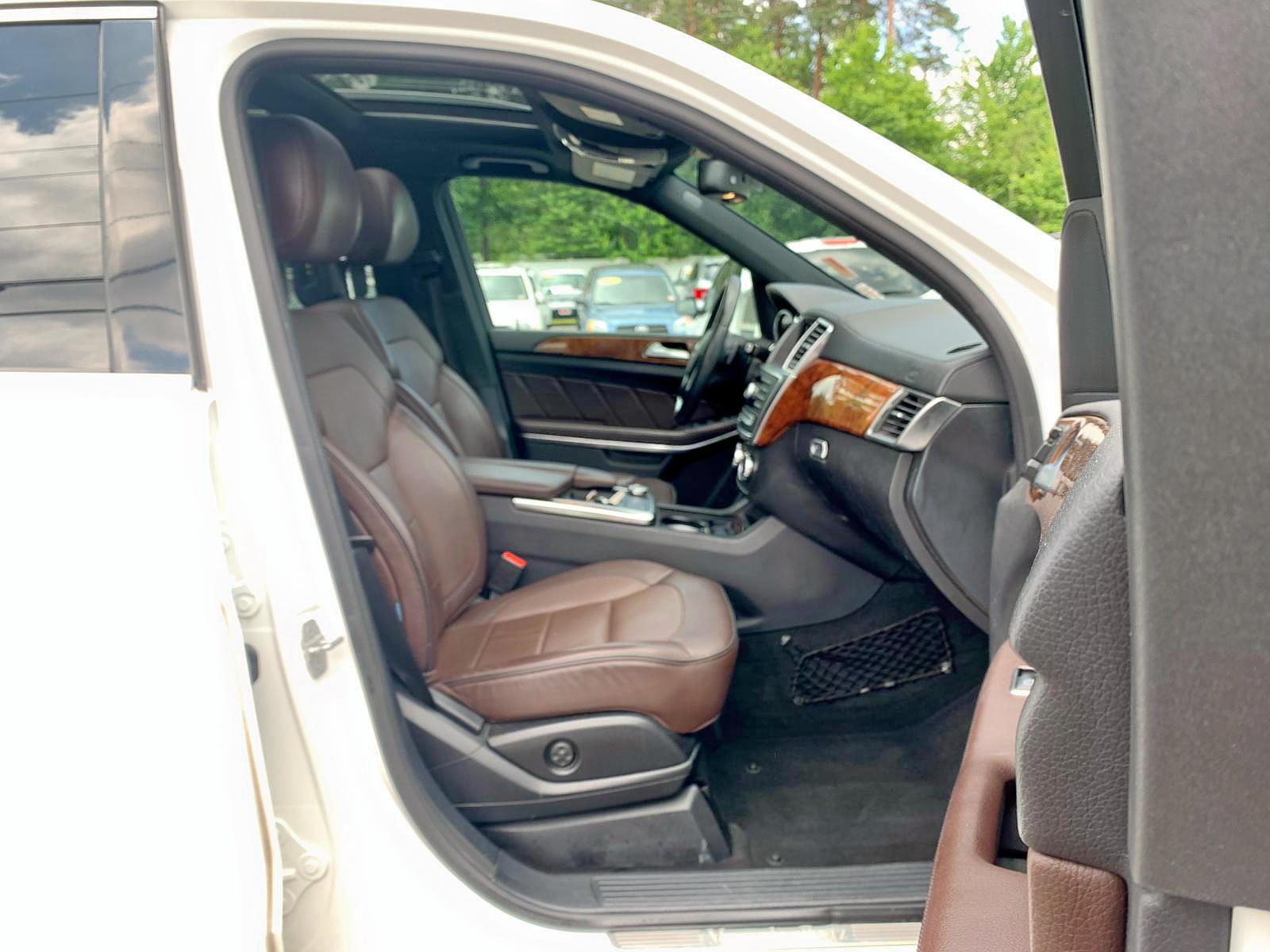 4JGDF7CE5EA308763 - 2014 Mercedes-Benz Gl 450 4Ma 4.6L close up View