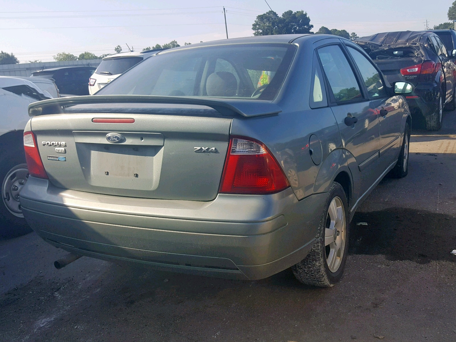 2005 Ford Focus Zx4 2.0L rear view