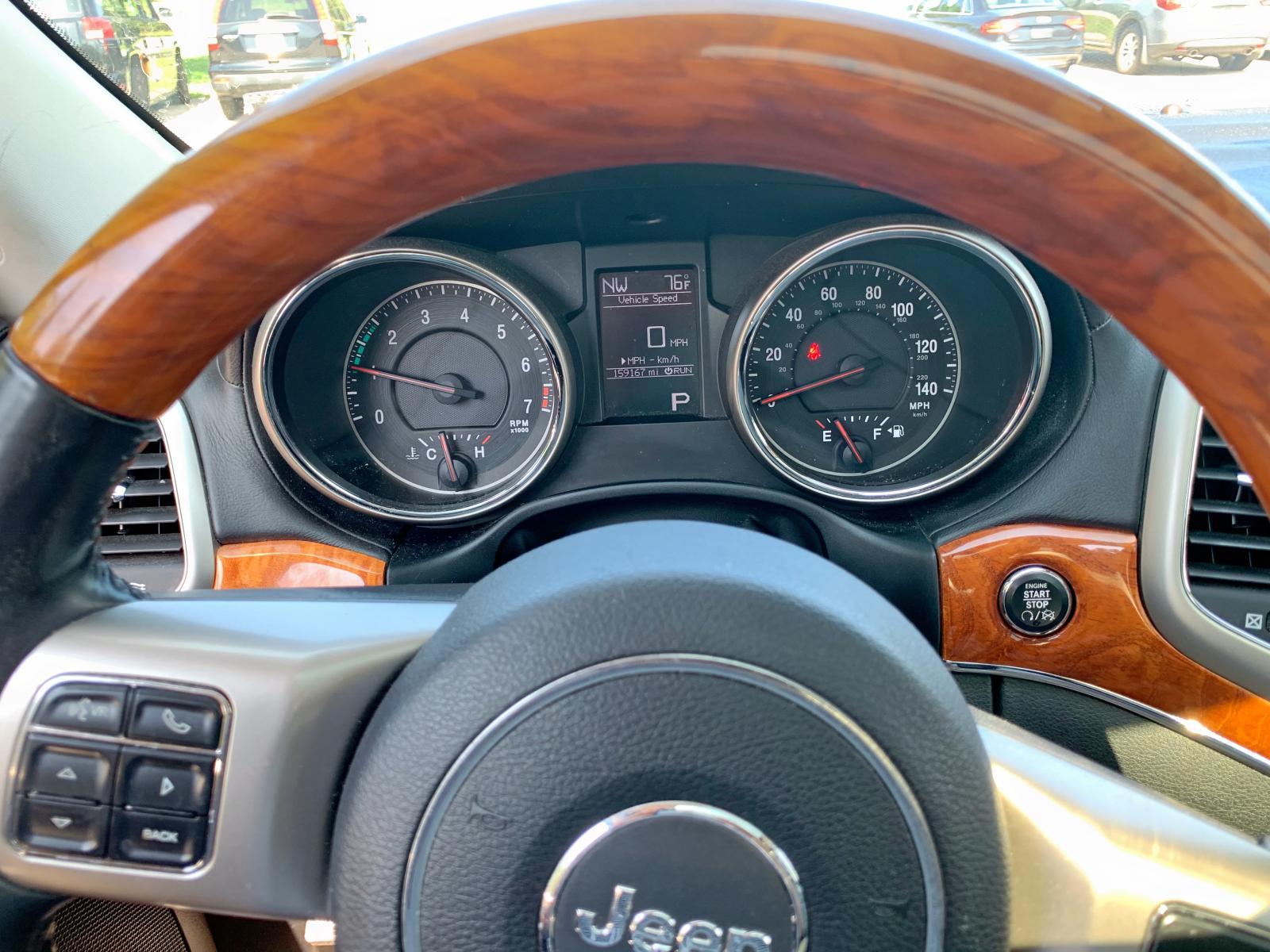 1J4RR6GG0BC669268 - 2011 Jeep Grand Cher 3.6L inside view