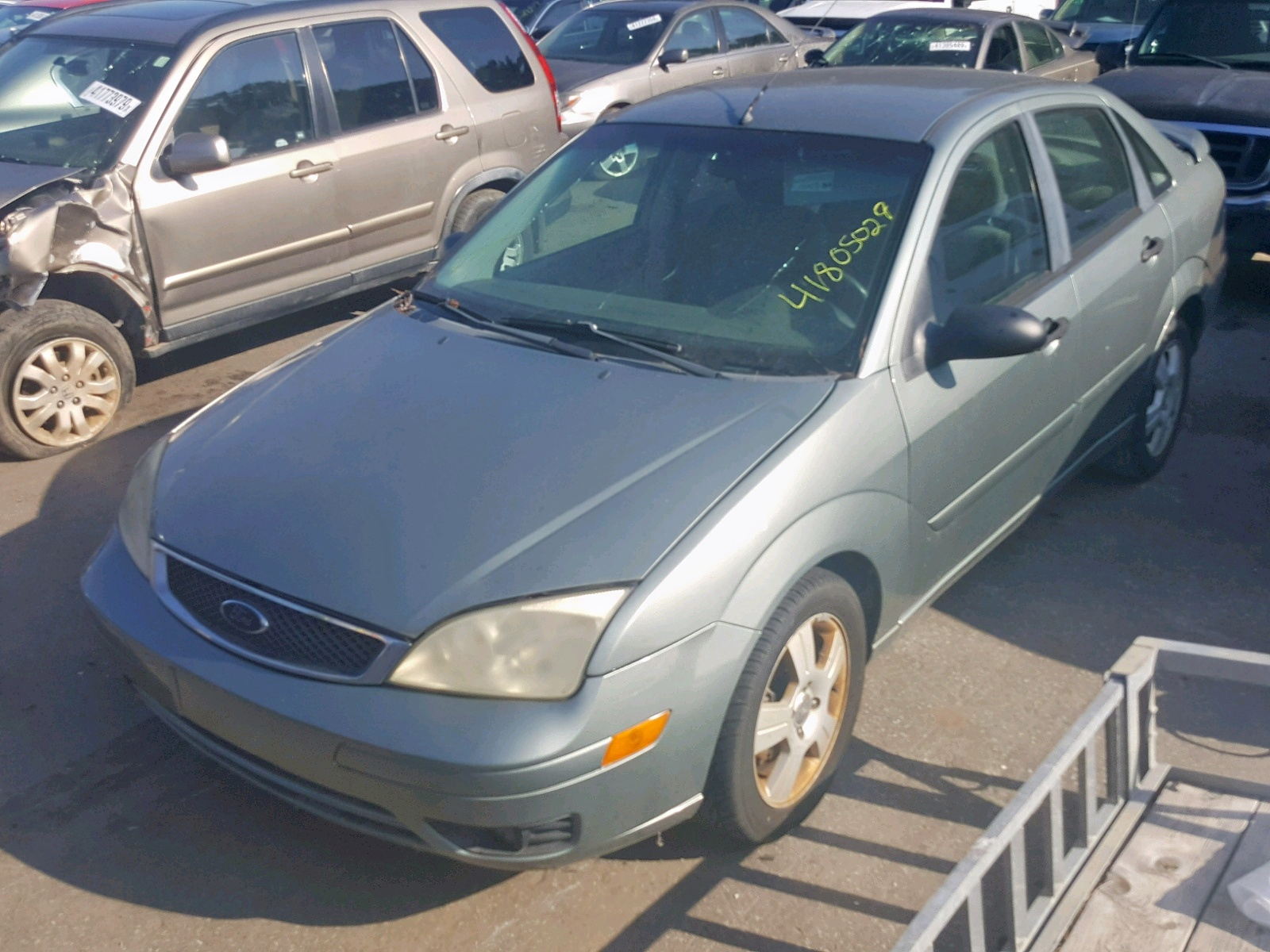 2005 Ford Focus Zx4 2.0L Right View