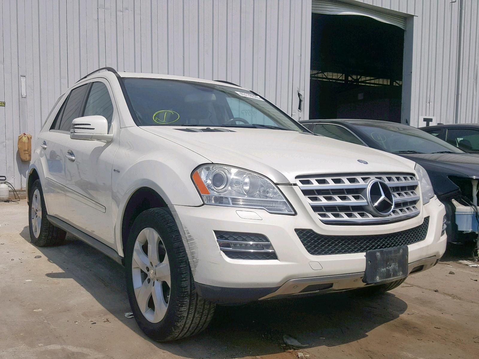 4JGBB2FB0BA648633 - 2011 Mercedes-Benz Ml 350 Blu 3.0L Left View