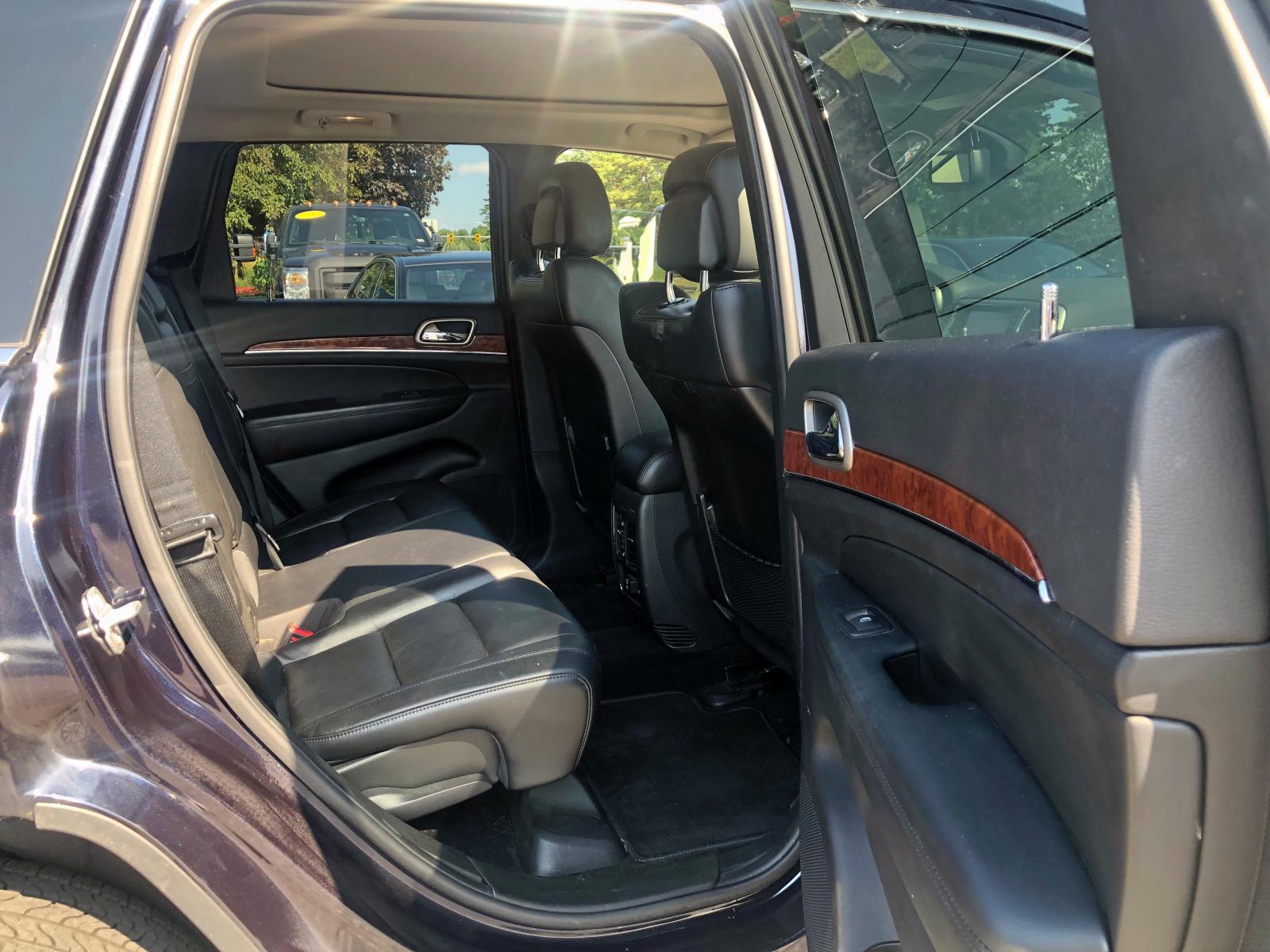 1J4RR5GG0BC656093 - 2011 Jeep Grand Cher 3.6L detail view