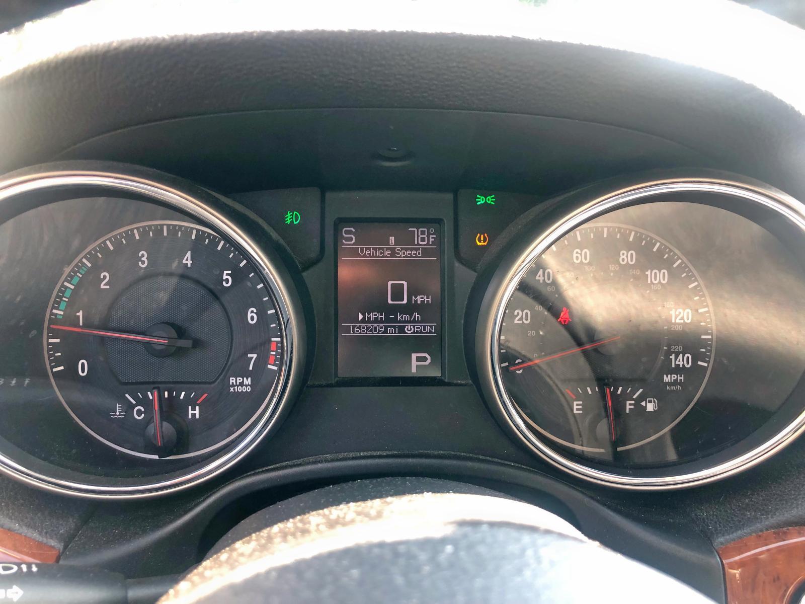 1J4RR5GG0BC656093 - 2011 Jeep Grand Cher 3.6L inside view