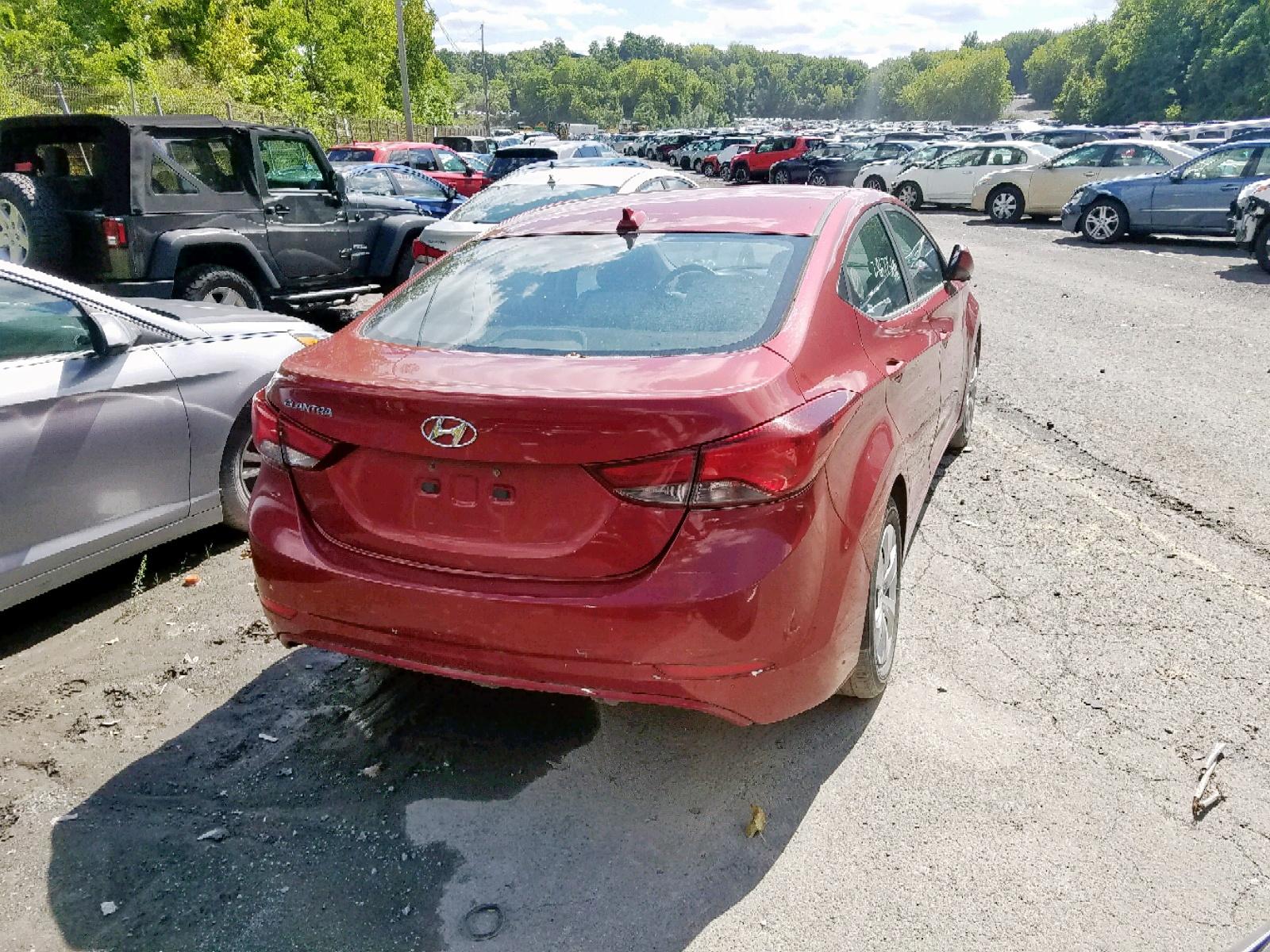 5NPDH4AE7GH679032 - 2016 Hyundai Elantra Se 1.8L rear view