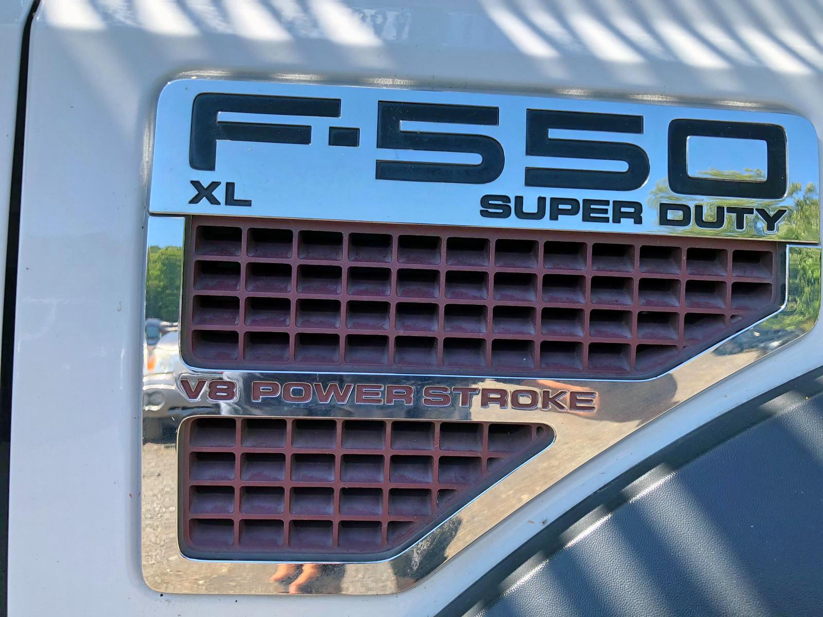 1FDAF56R58ED64365 - 2008 Ford F550 Super 6.4L engine view