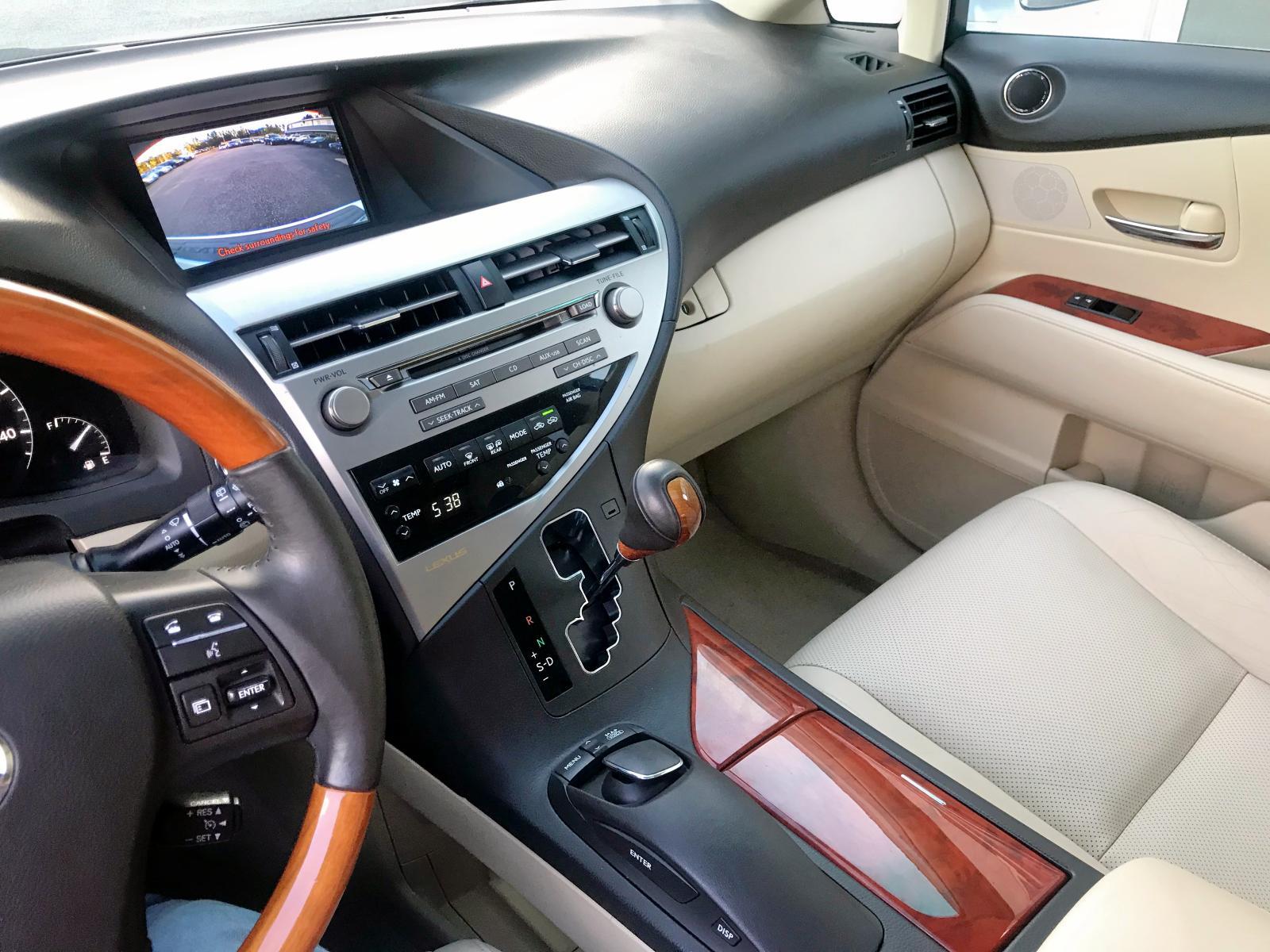 2T2BK1BA3BC118286 - 2011 Lexus Rx 350 3.5L engine view