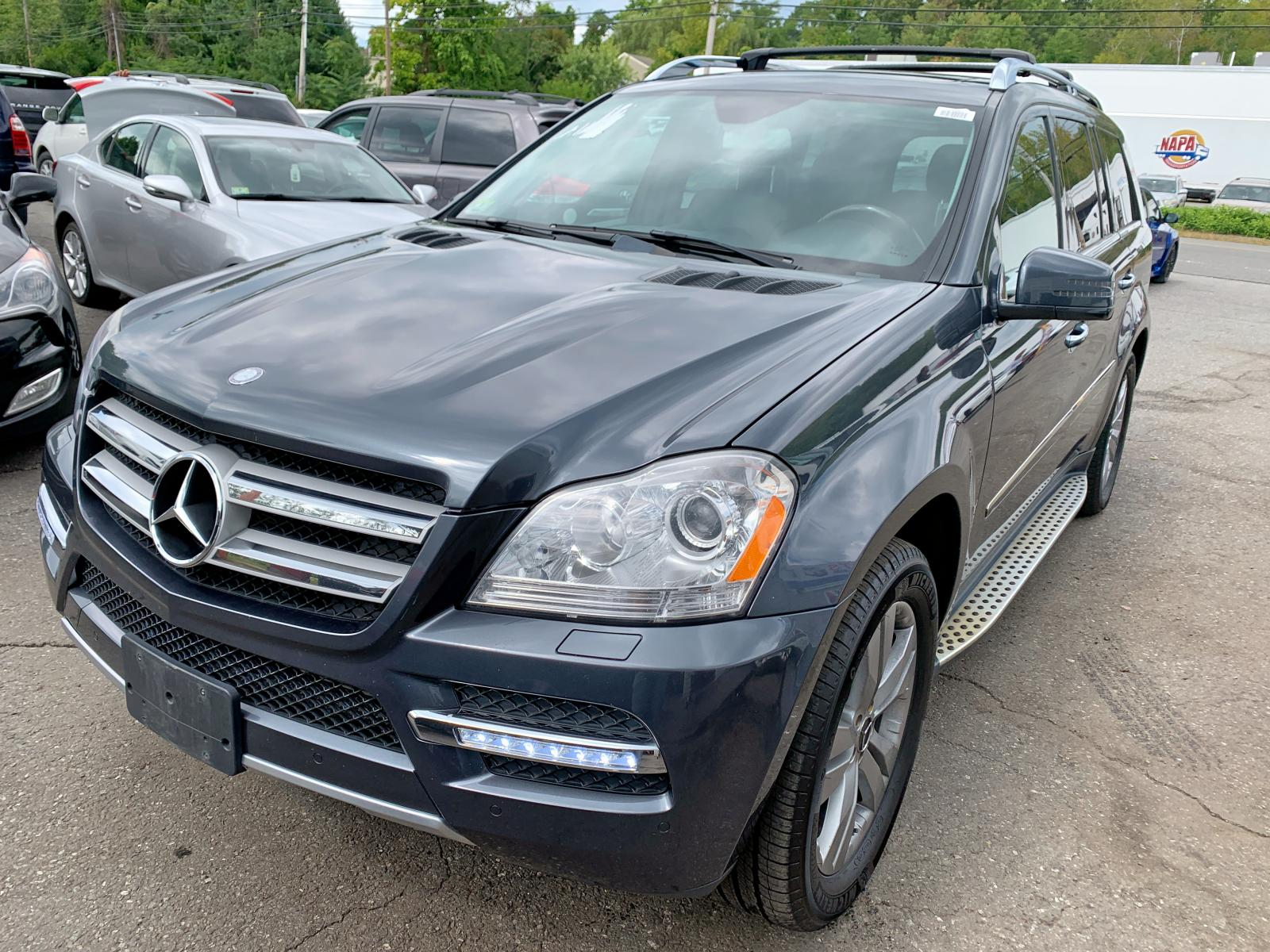4JGBF7BE0BA624687 - 2011 Mercedes-Benz Gl 450 4Ma 4.6L Left View