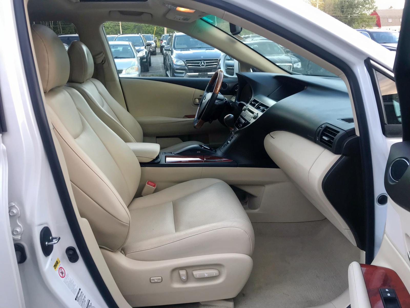 2T2BK1BA3BC118286 - 2011 Lexus Rx 350 3.5L close up View