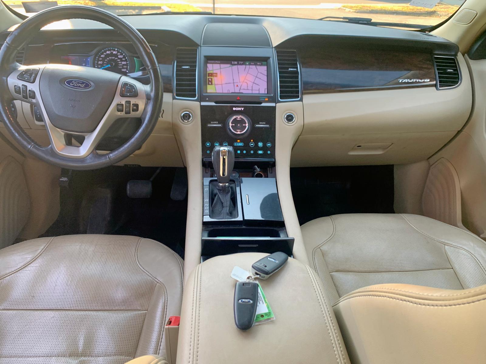 1FAHP2J81DG179537 - 2013 Ford Taurus Lim 3.5L close up View
