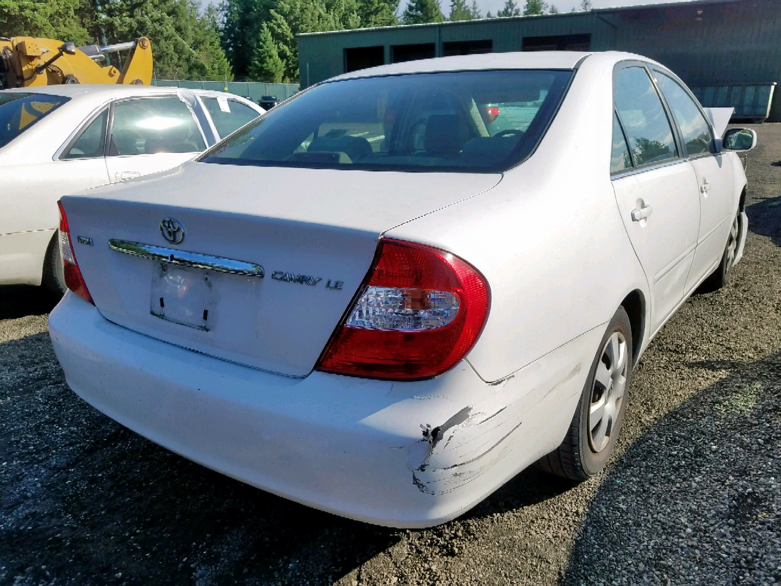 JTDBE32K520060336 - 2002 Toyota Camry Le 2.4L rear view