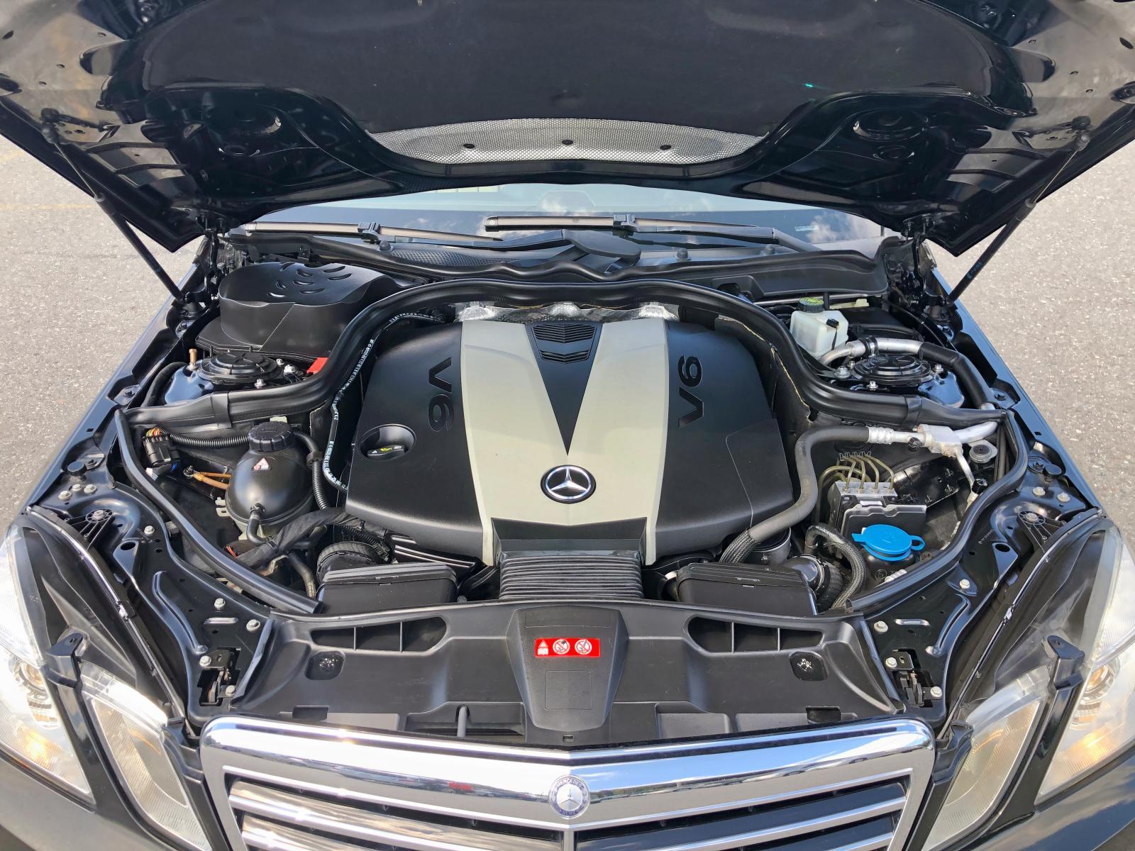 WDDHF2EBXBA320033 - 2011 Mercedes-Benz E 350 Blue 3.0L front view