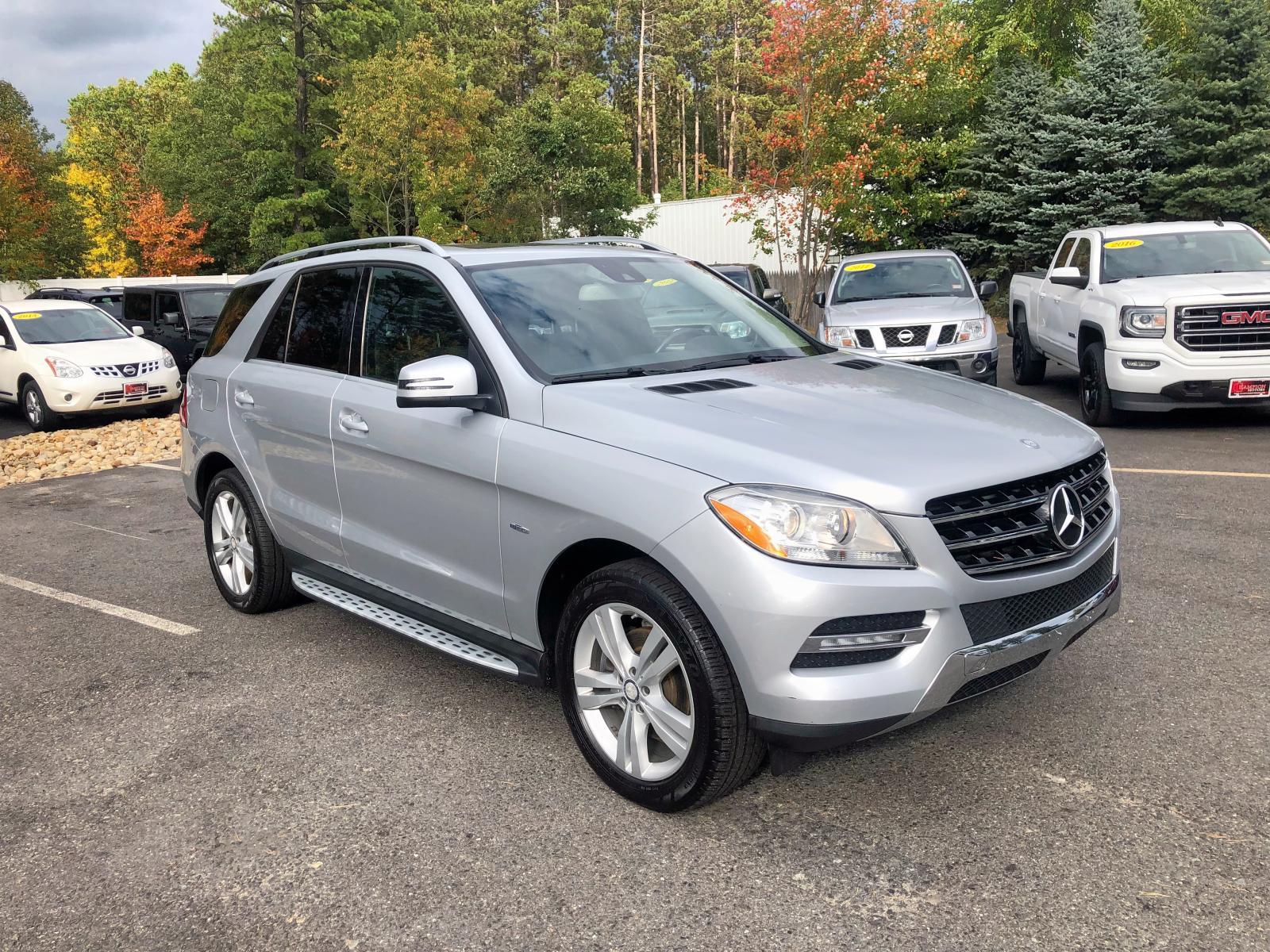 4JGDA5HB3CA031545 - 2012 Mercedes-Benz Ml 350 4Ma 3.5L Right View