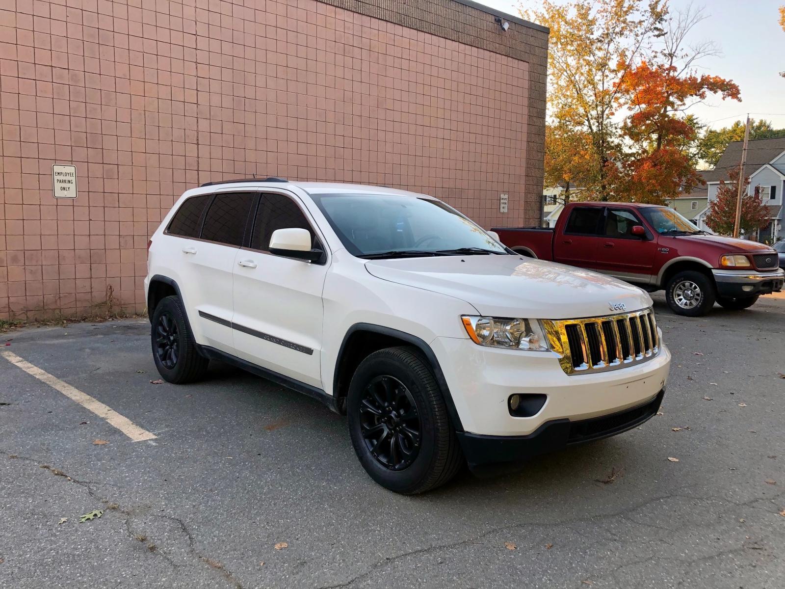 1J4RR4GGXBC525697 - 2011 Jeep Grand Cher 3.6L Left View