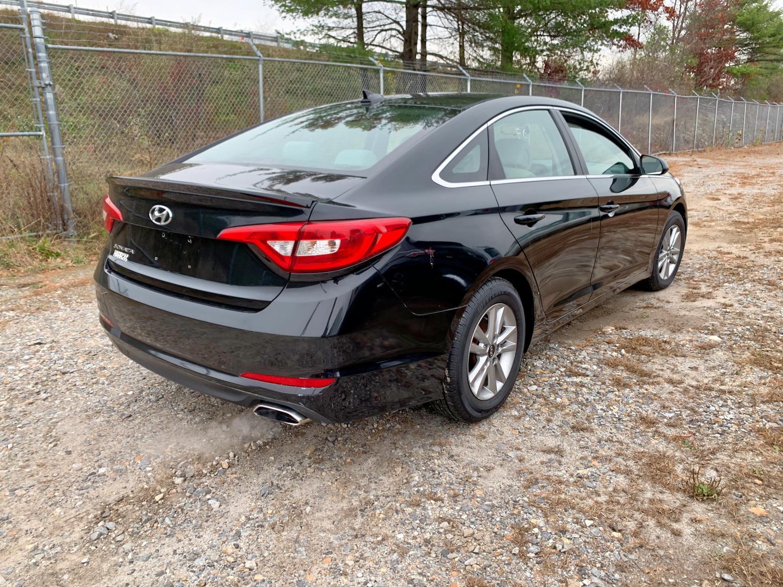 5NPE24AF8FH201473 - 2015 Hyundai Sonata Se 2.4L [Angle] View