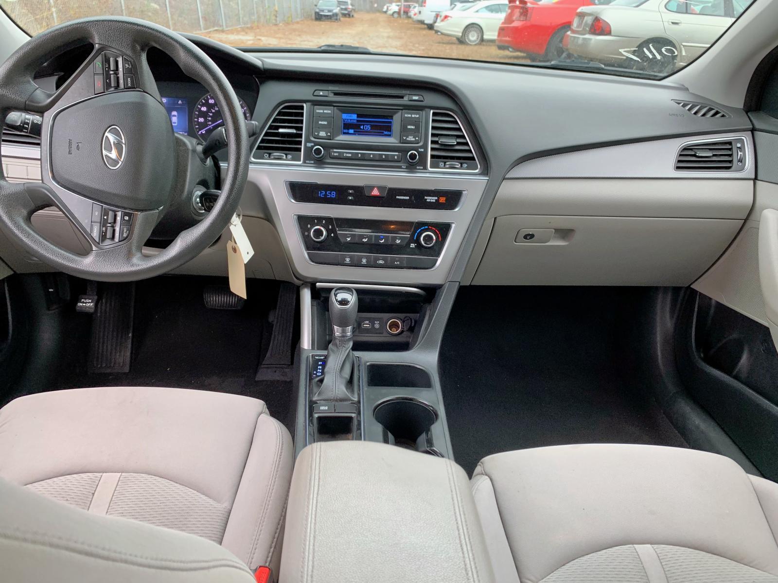 5NPE24AF8FH201473 - 2015 Hyundai Sonata Se 2.4L detail view