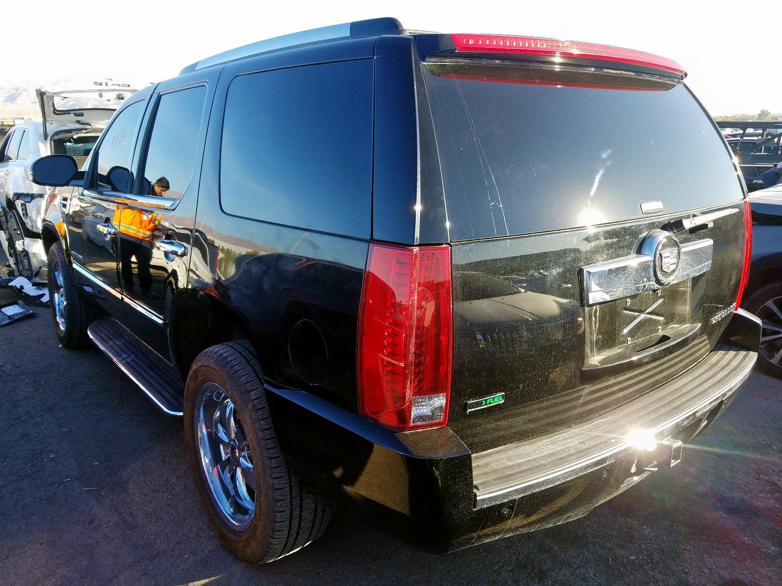 1GYS4AEF0BR132555 - 2011 Cadillac Escalade 6.2L [Angle] View