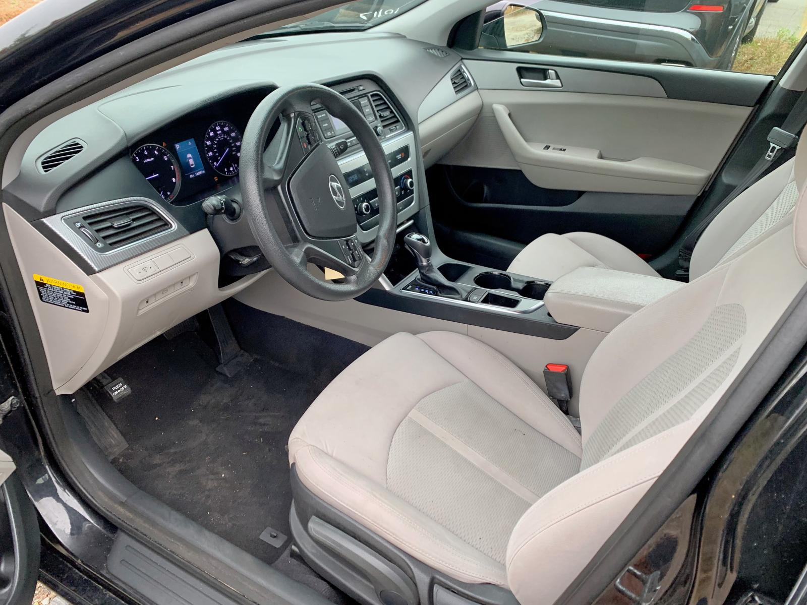 5NPE24AF8FH201473 - 2015 Hyundai Sonata Se 2.4L inside view