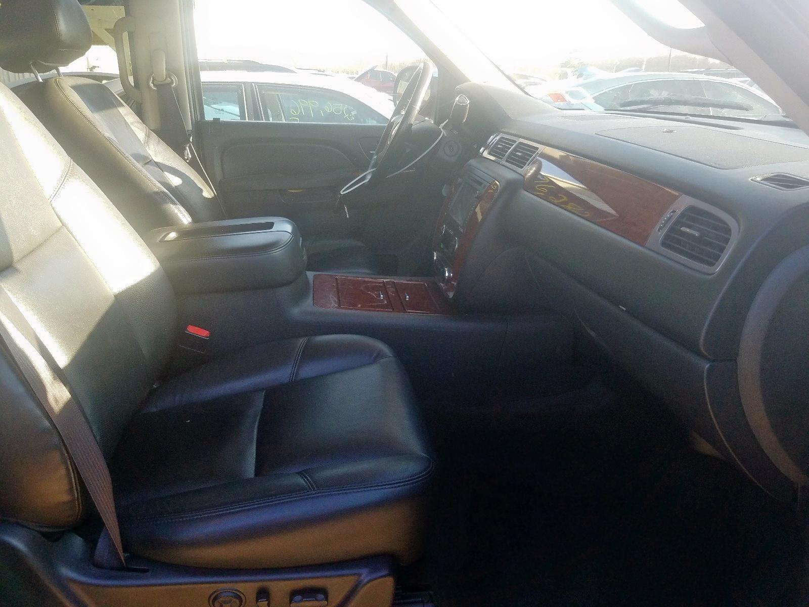 2012 Chevrolet Suburban K 5.3L close up View